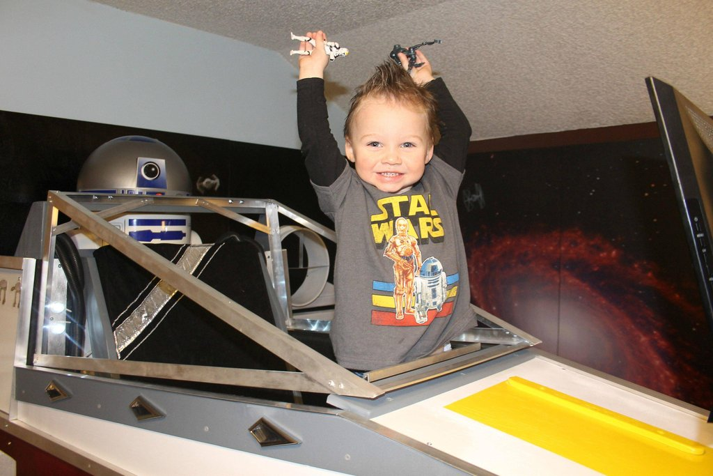 X-wing figher bed young jedi