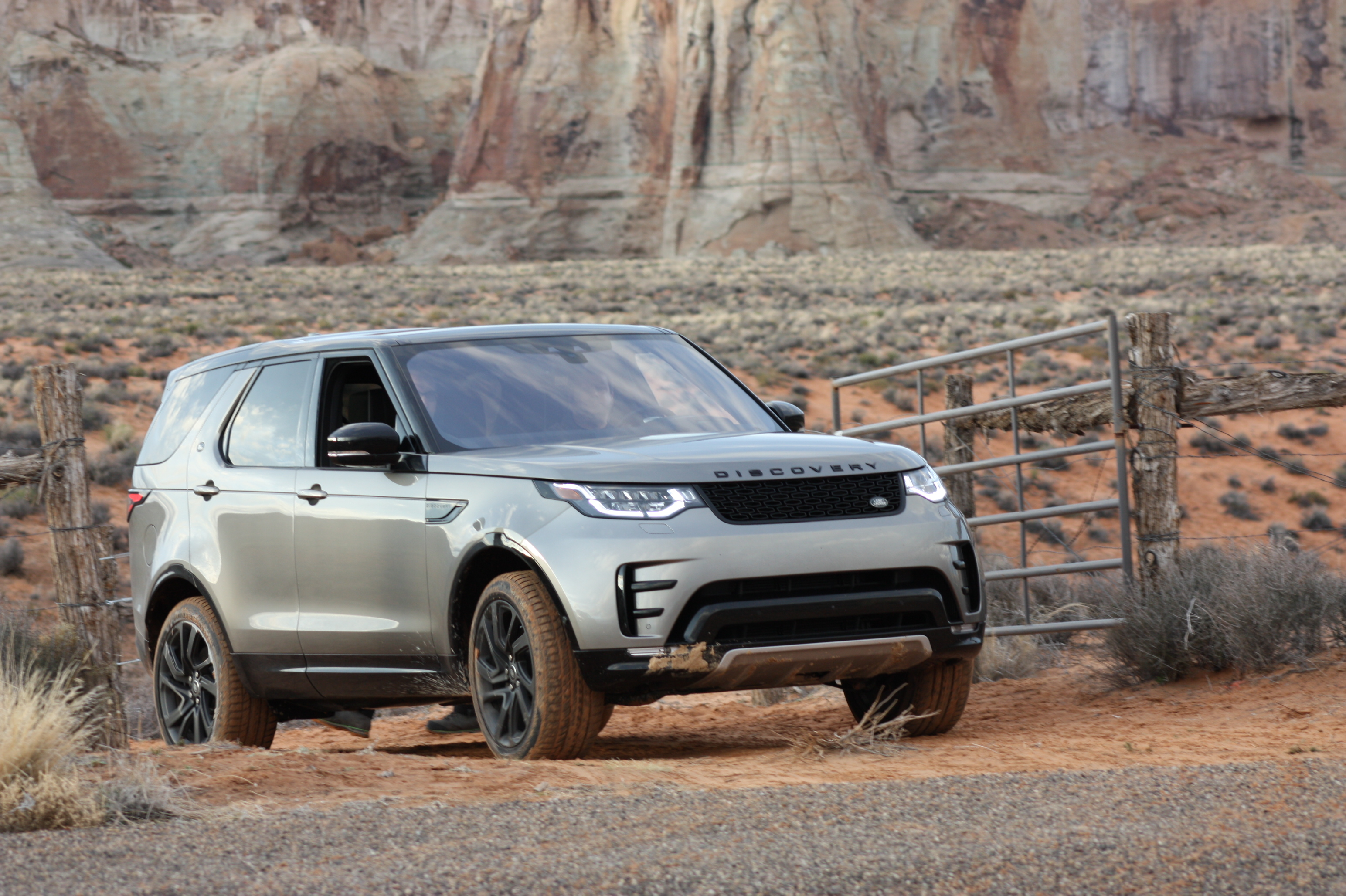 01-2017-land-rover-discovery-first-drive-cp.jpg