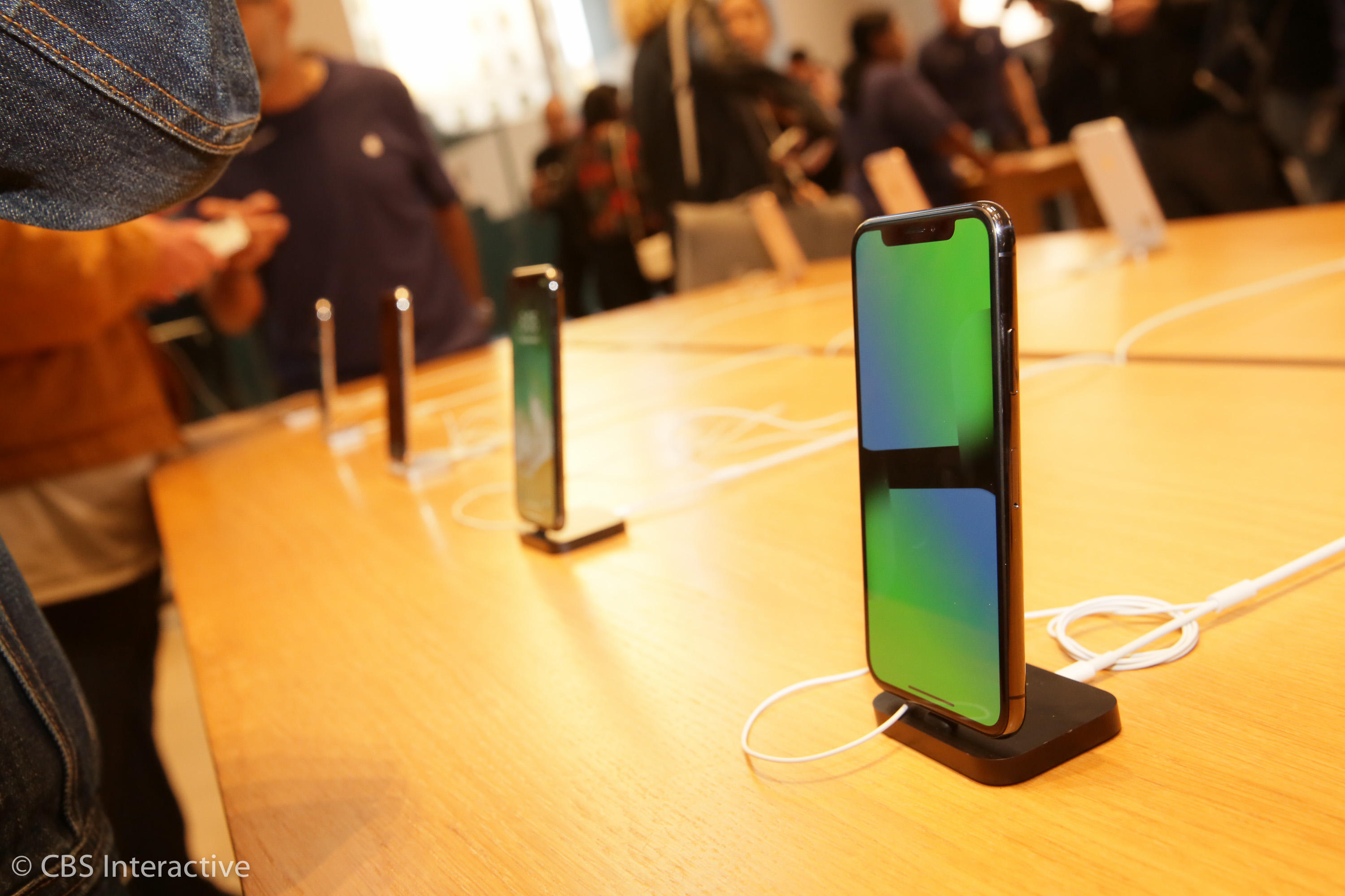 Apple iPhone X Sale goes on sale at NYC flagship store