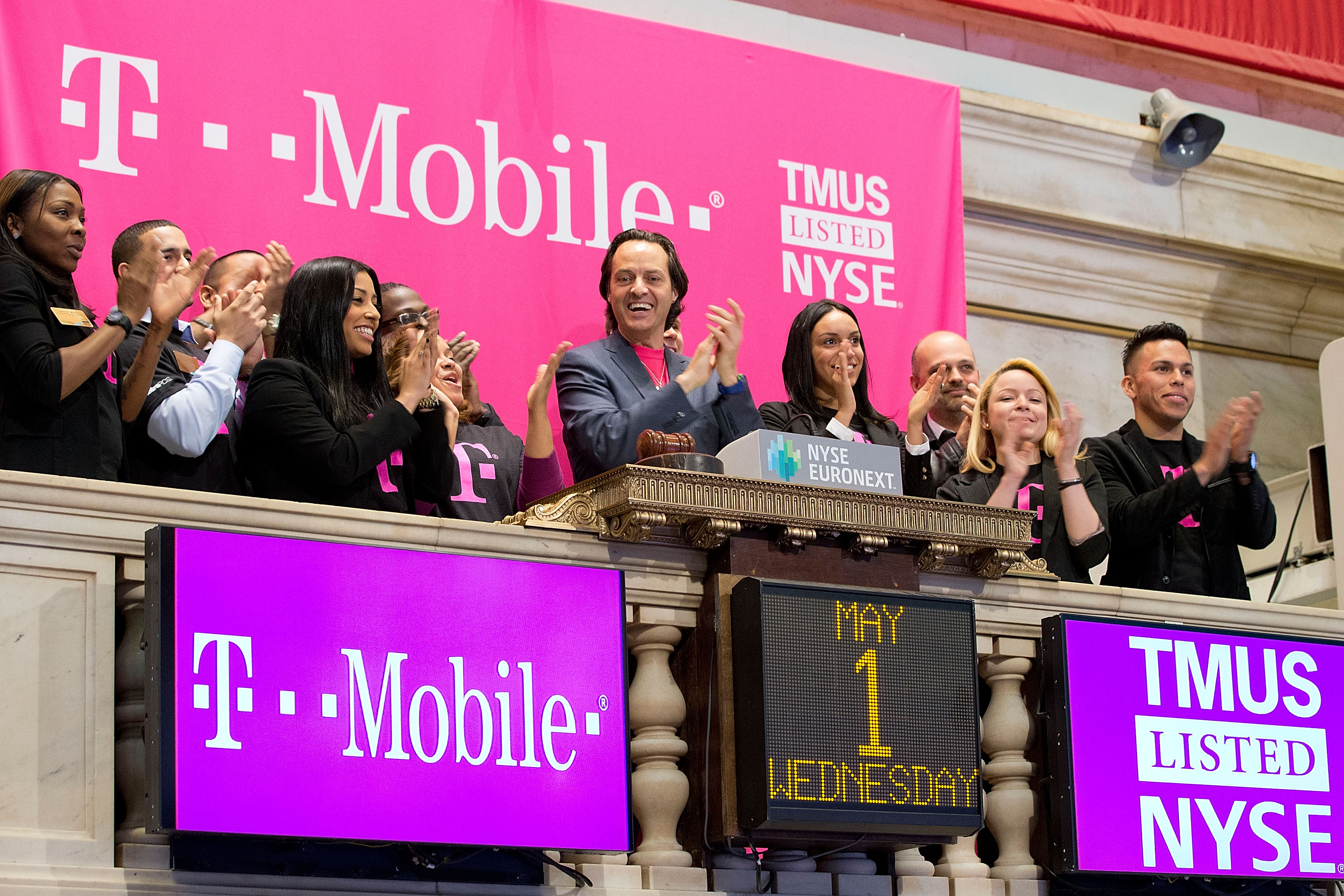 T-Mobile starts trading on NYSE as TMUS