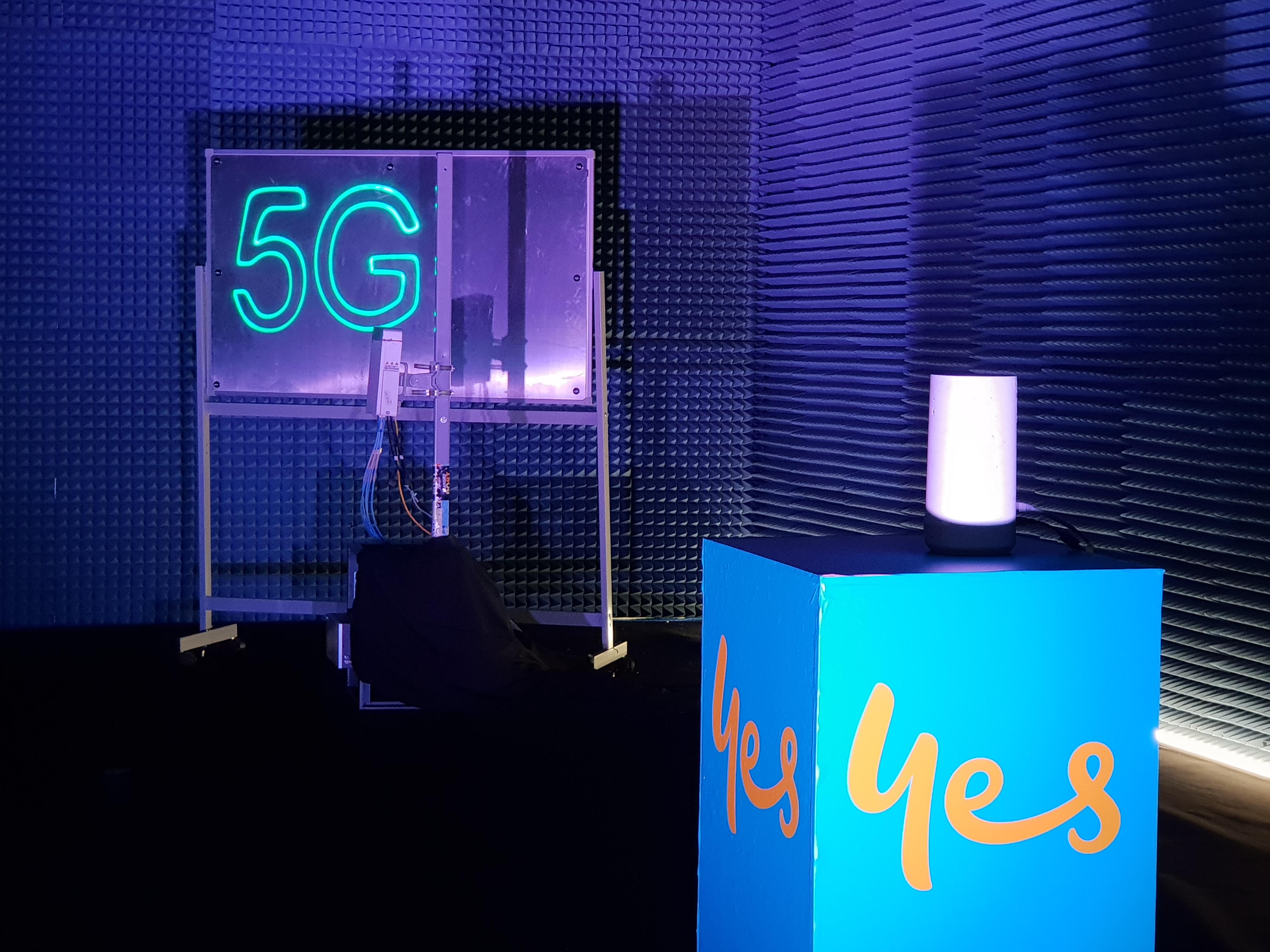 <p>Optus' 5G router on show at the telco's 5G Live showcase on the Gold Coast.&nbsp;</p>