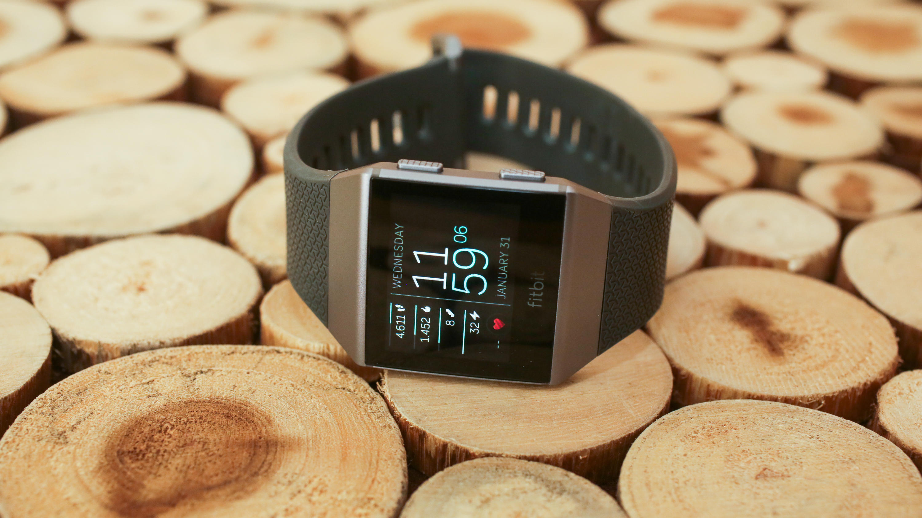 Fitbit Ionic Review Updated Buy The Versa Instead Unless You Really Need Gps Cnet