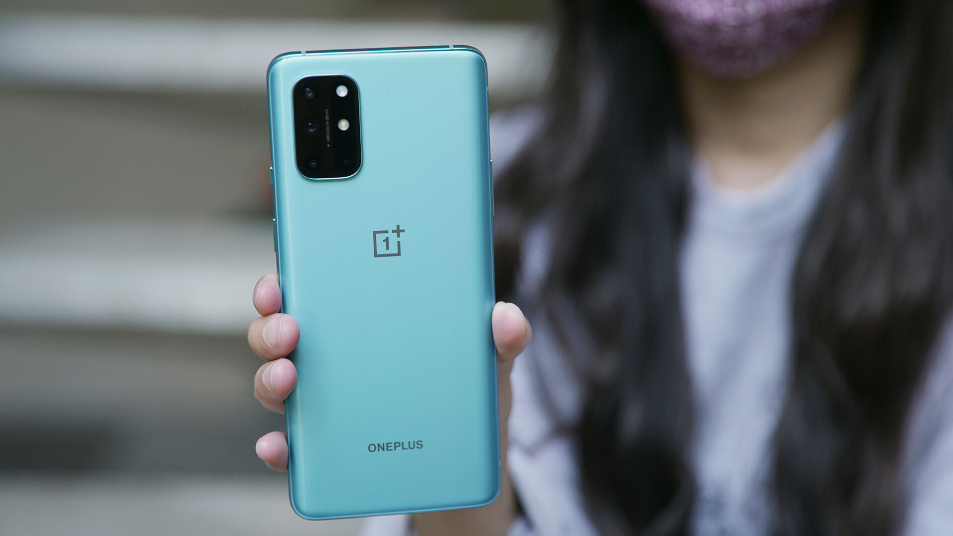 Video: OnePlus 8T review: 5G phone with a stunning 120Hz display