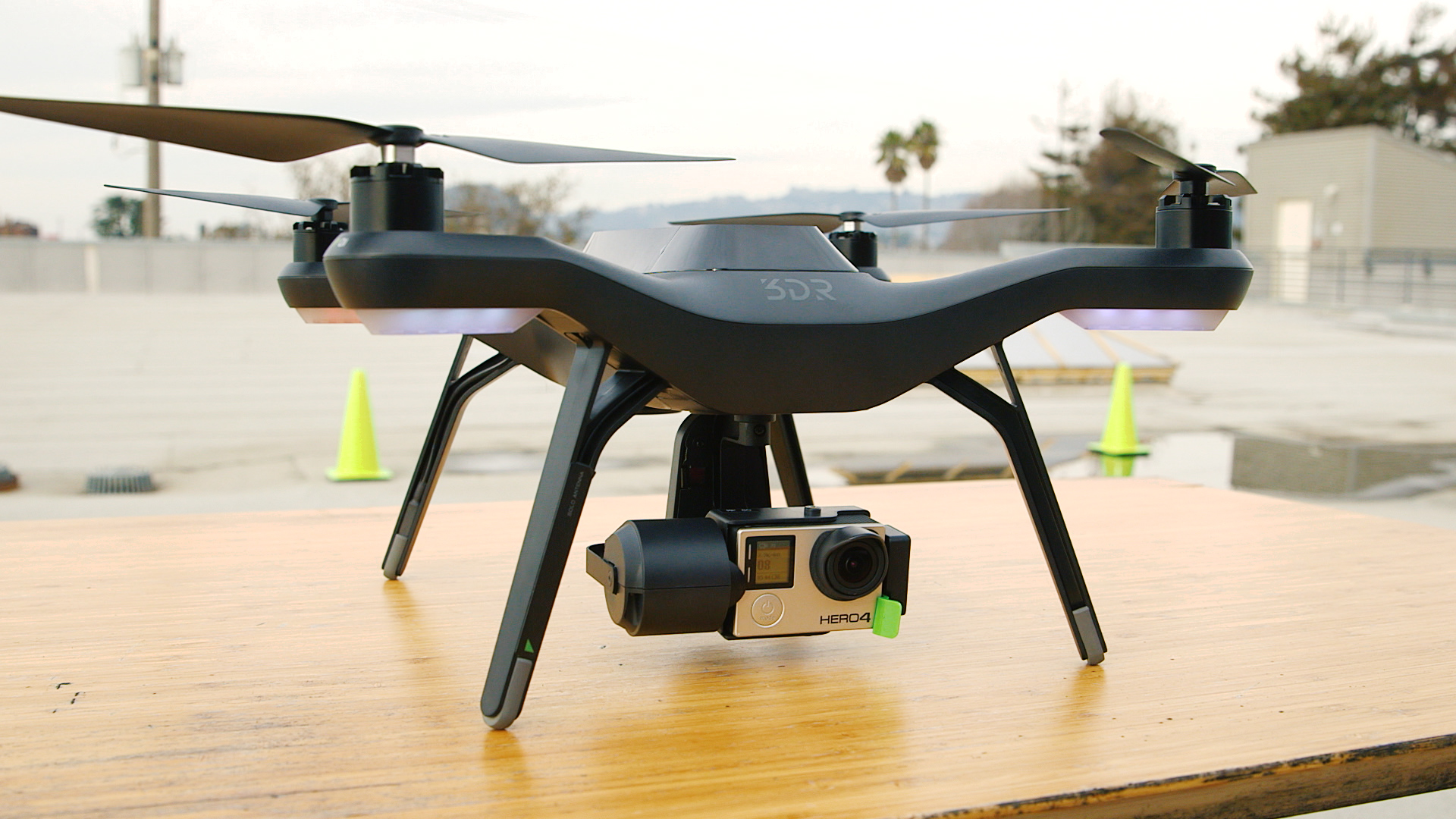 Video: 3DR Solo drone flies and films for you