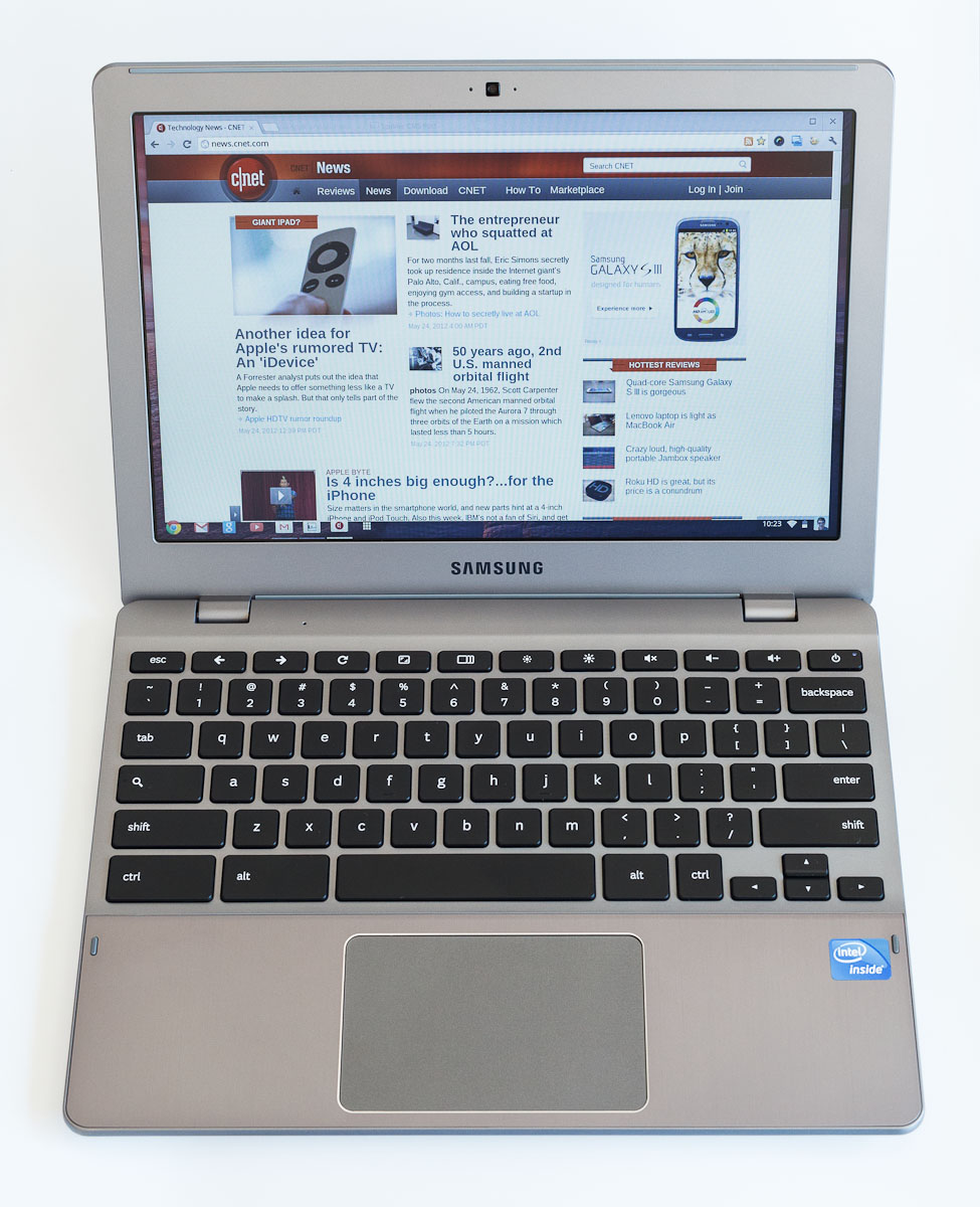 The Samsung Series 5 550 Chromebook is all about running Web apps and using Web sites. The 1280x800 screen is workable but unspectacular, but font rendering technology is coarse.