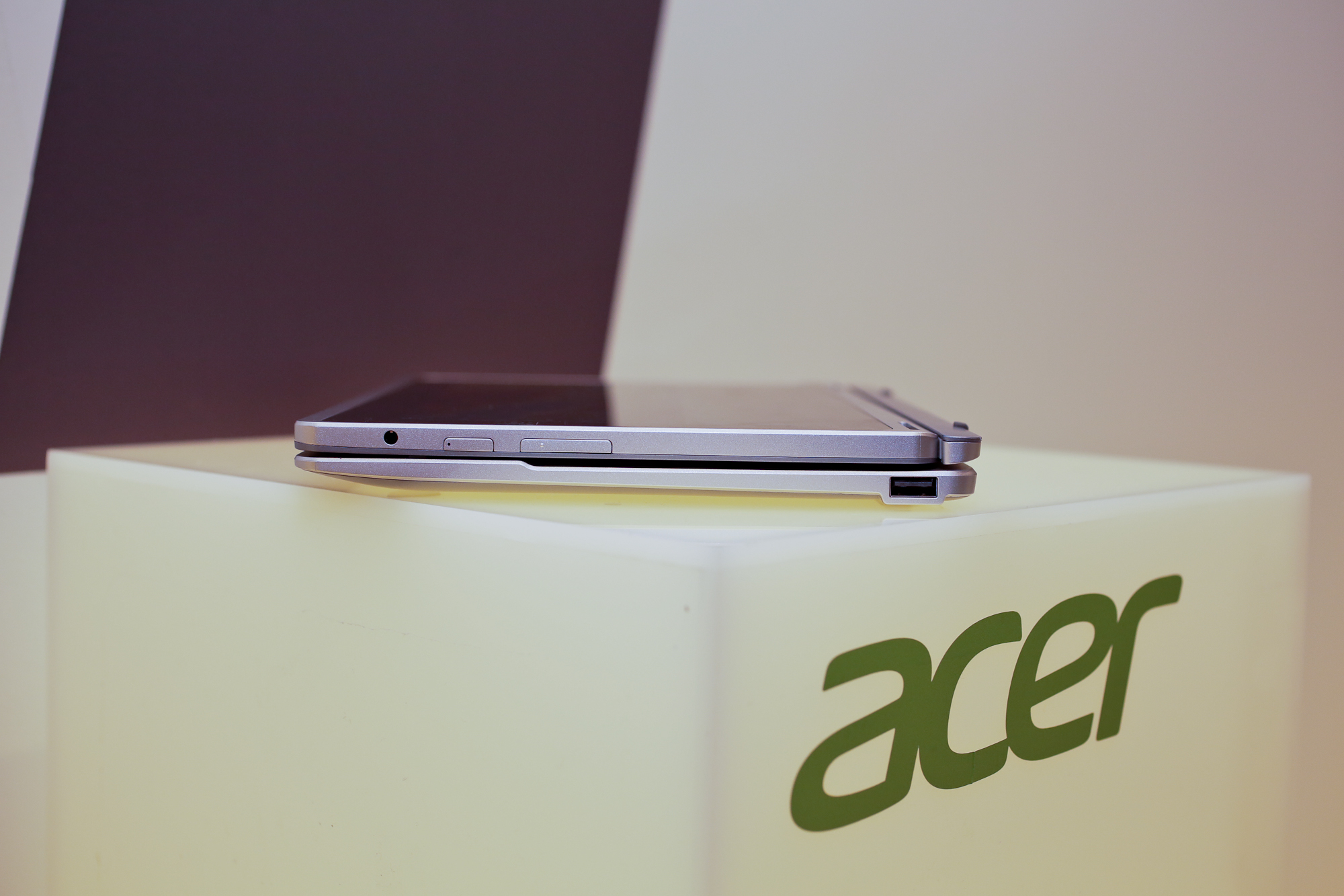003acer-aspire-switch-10-product-photos.jpg
