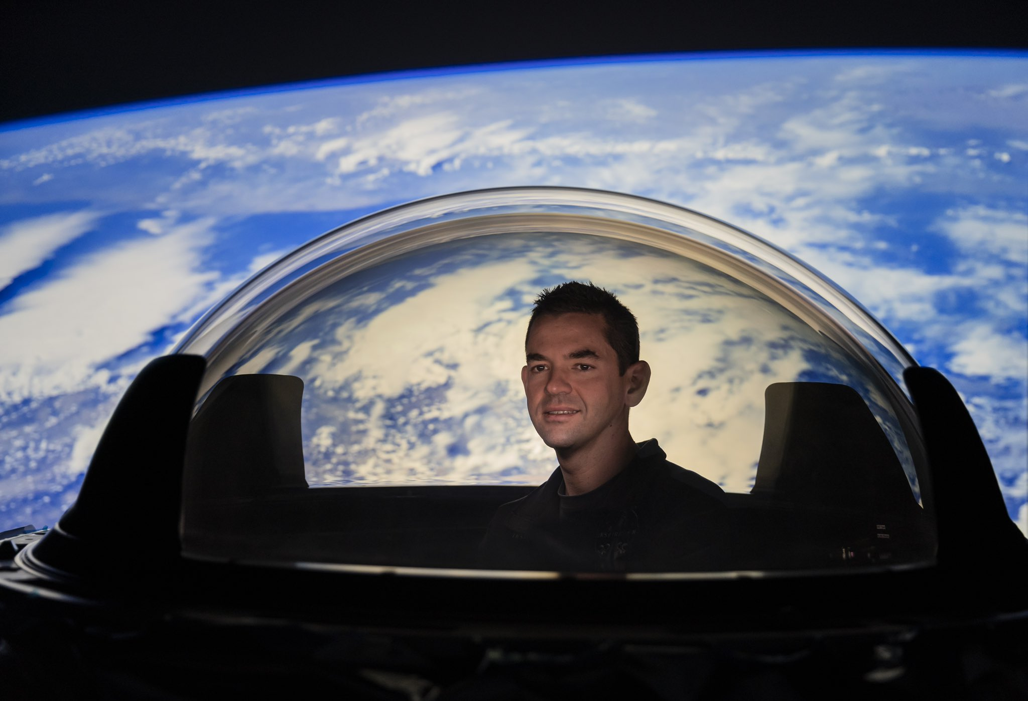 New fishbowl-like window will give SpaceX Dragon astronauts a knockout view of Earth