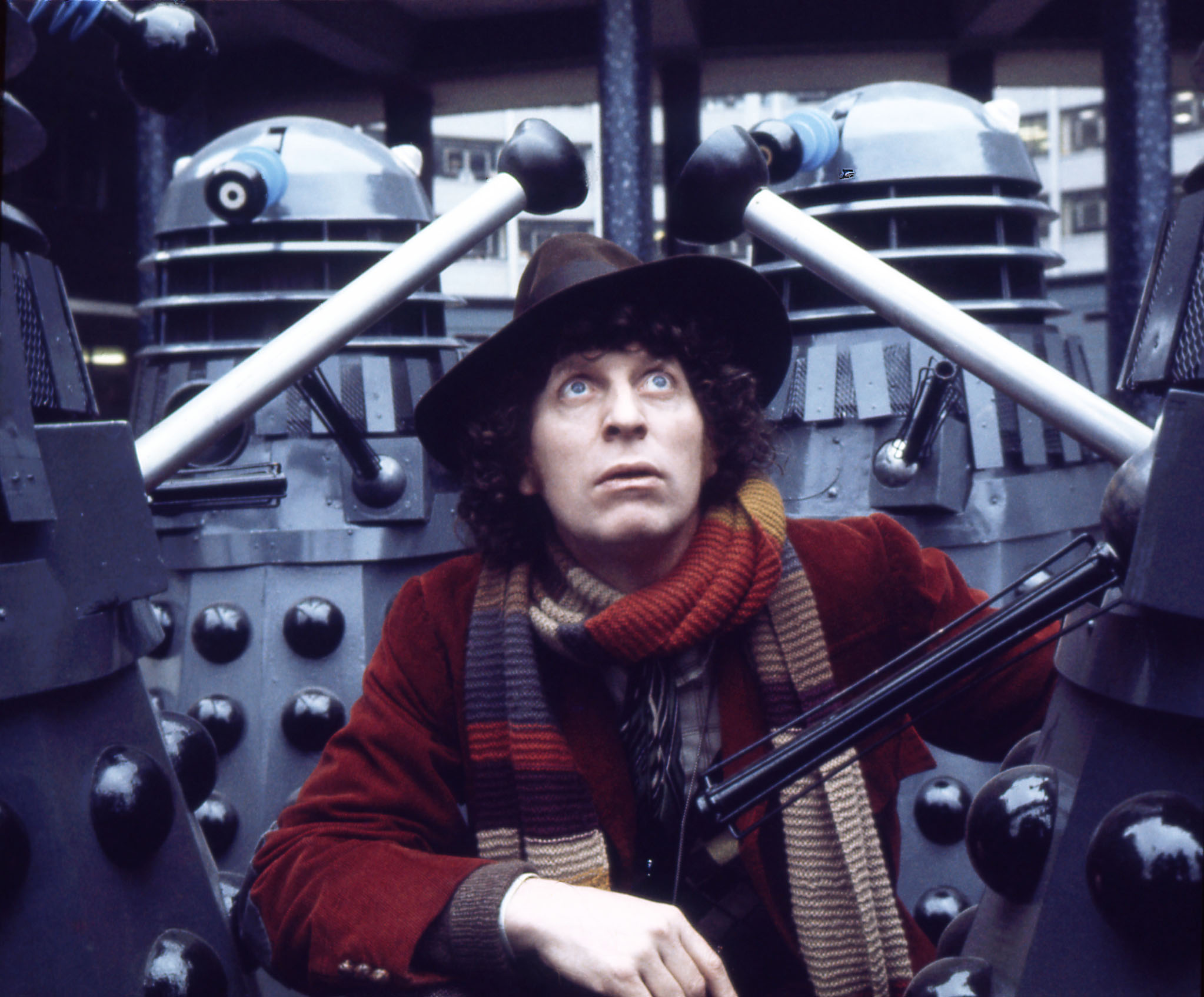 dwcl0475fourth-doctor-with-daleks-publicity-for-genesis-of-the-daleks.jpg