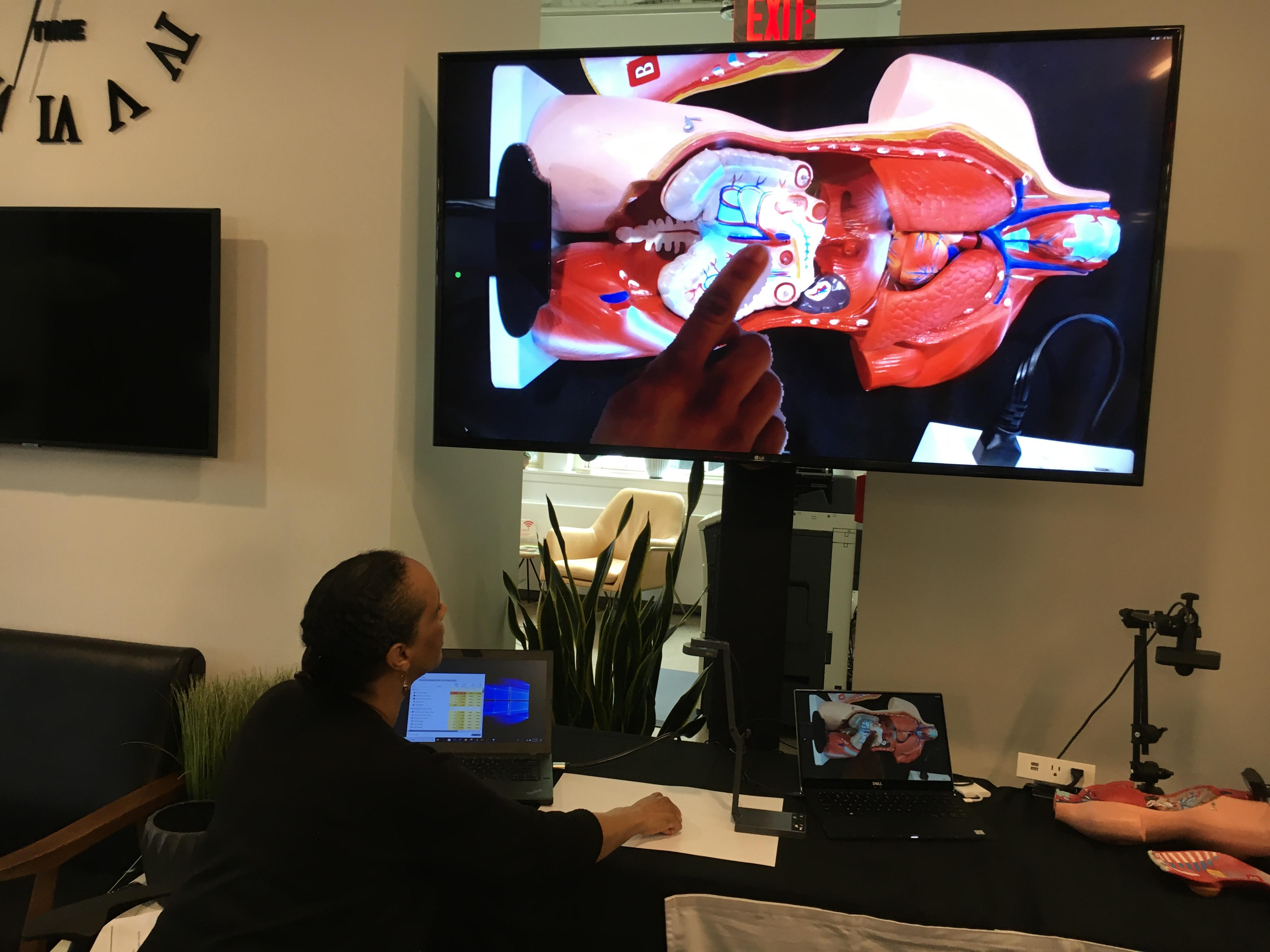 A product manager at Proximie shows how 5G helps bring AR capabilities to telemedicine.