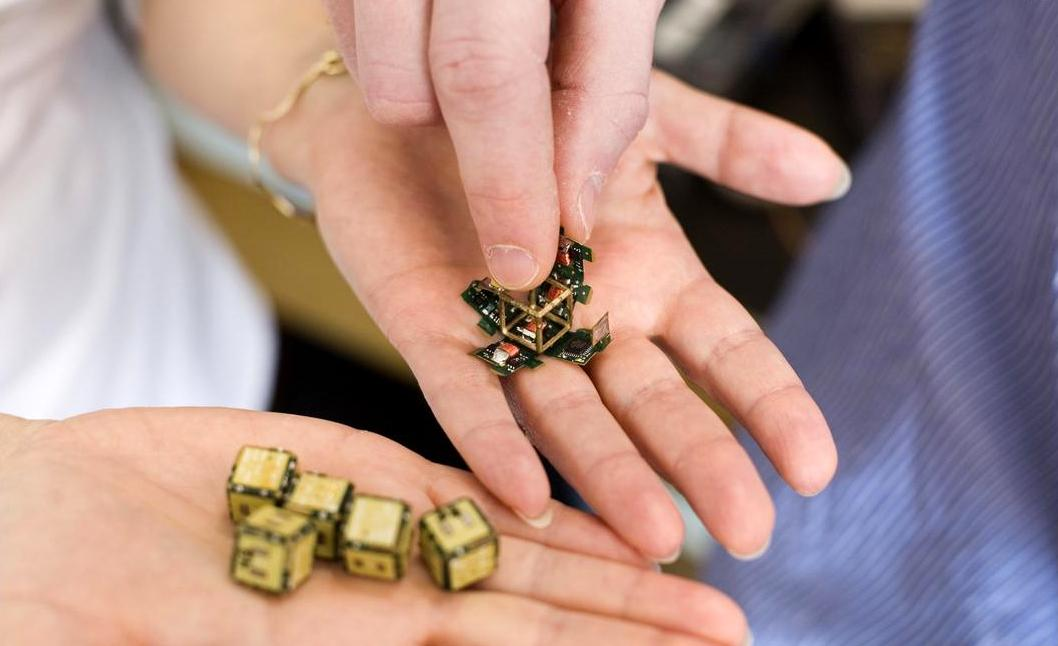MIT researchers have developed pebble robots which can build an object from a model out of an unformed pile of these devices.