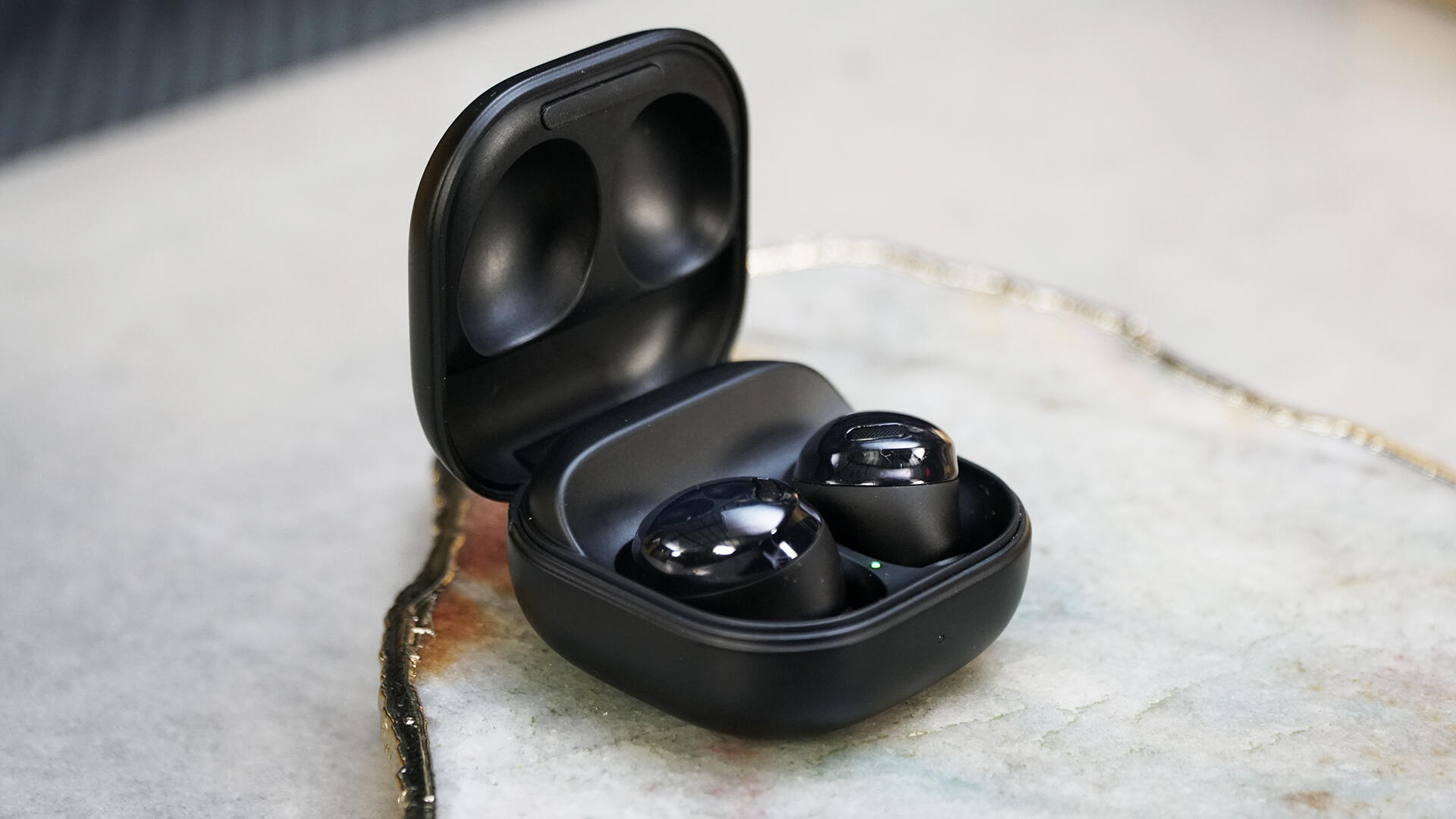 Video: Samsung Galaxy Buds Pro have totally new design