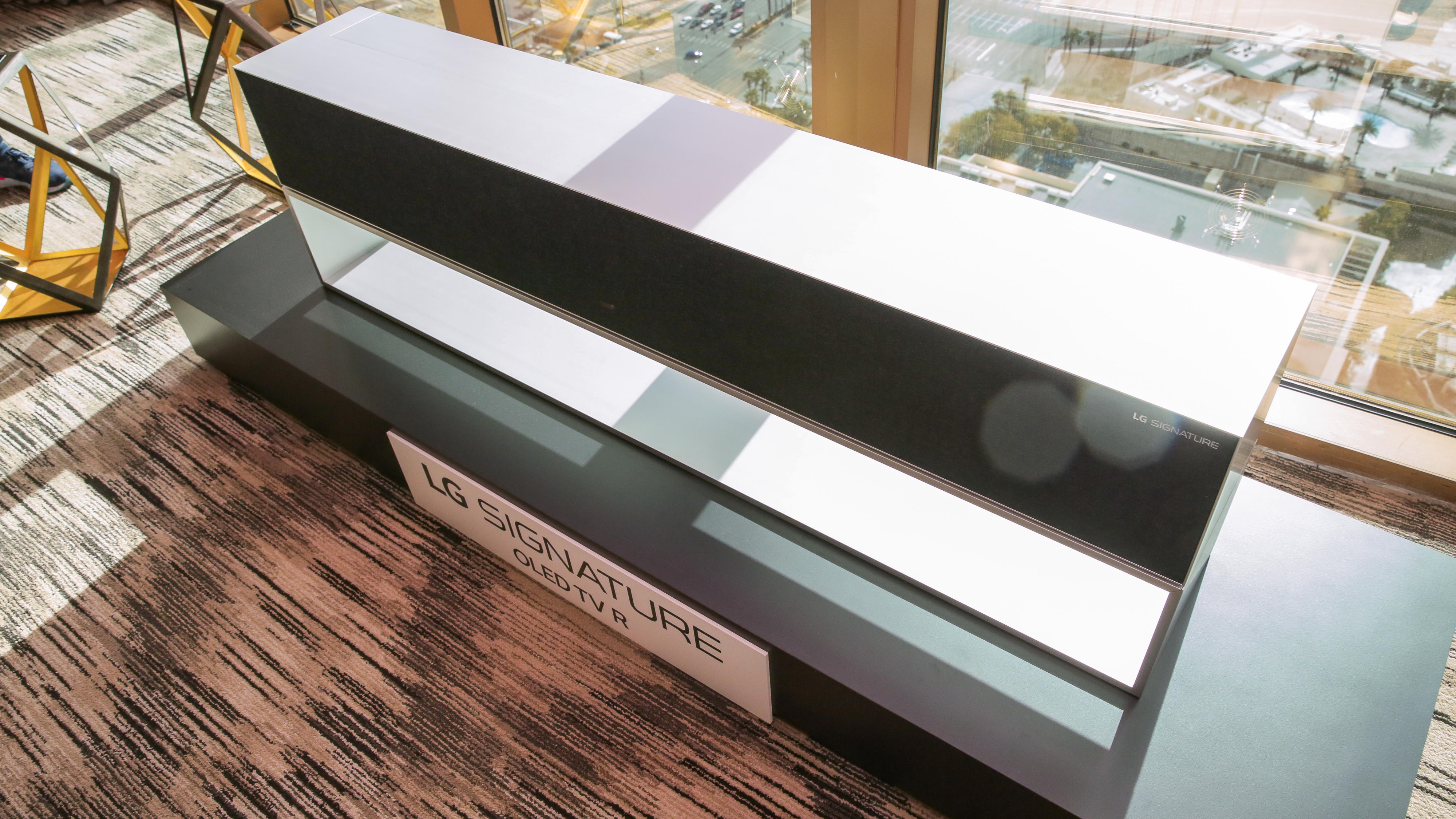 lg-rollable-oled-tv-29
