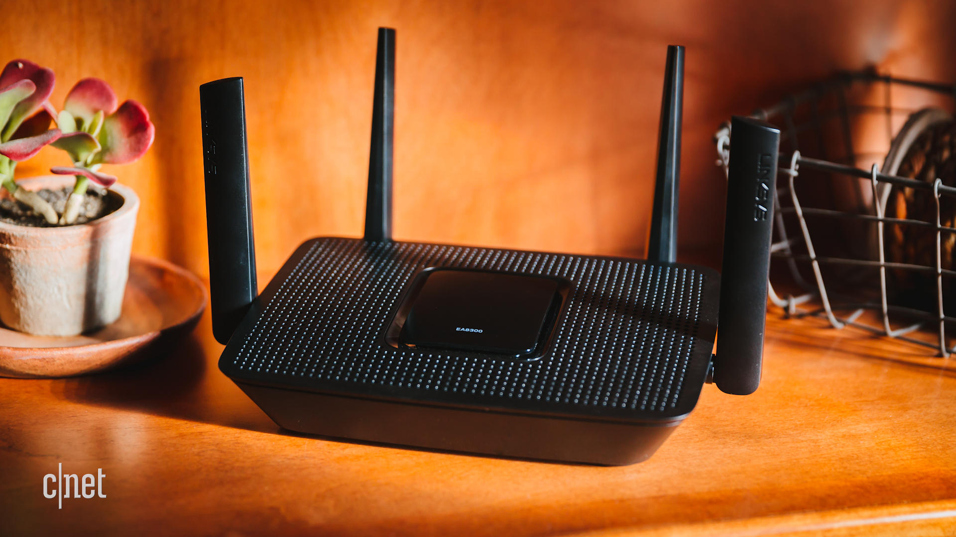 Video: Small, powerful Linksys EA8300 router is the total package