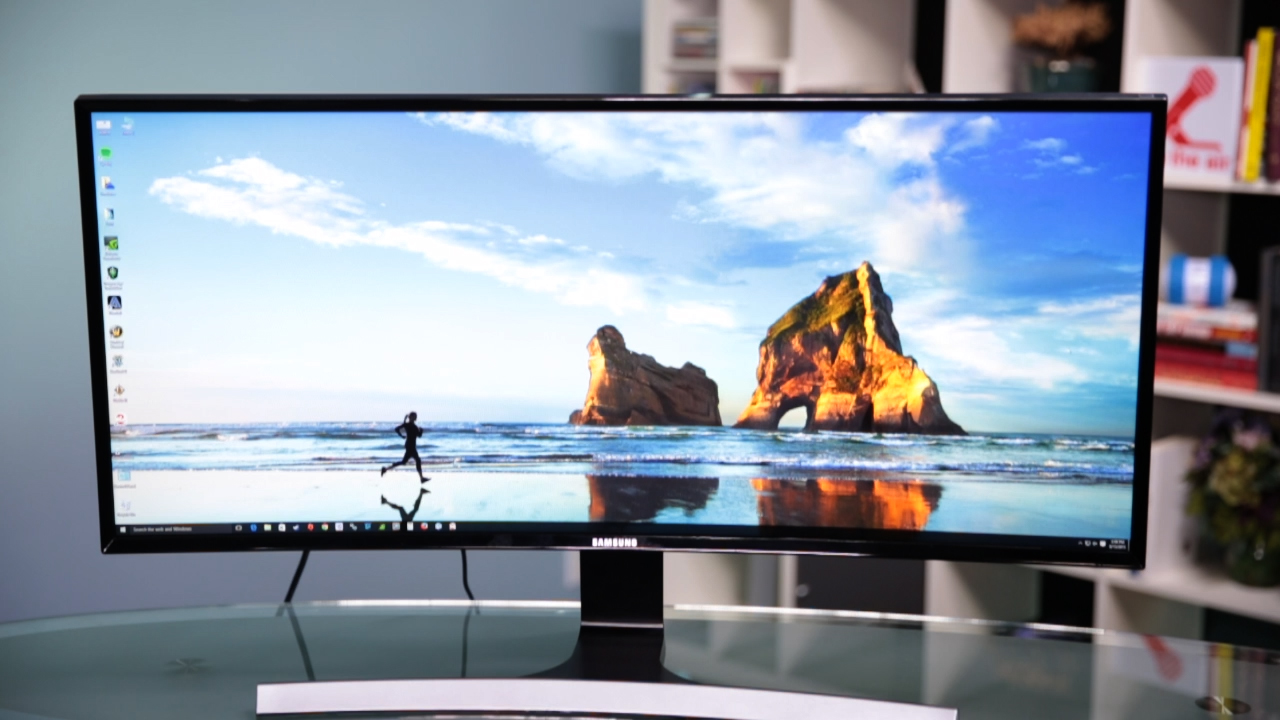 Video: This ultra-wide Samsung curved monitor is ultra fine