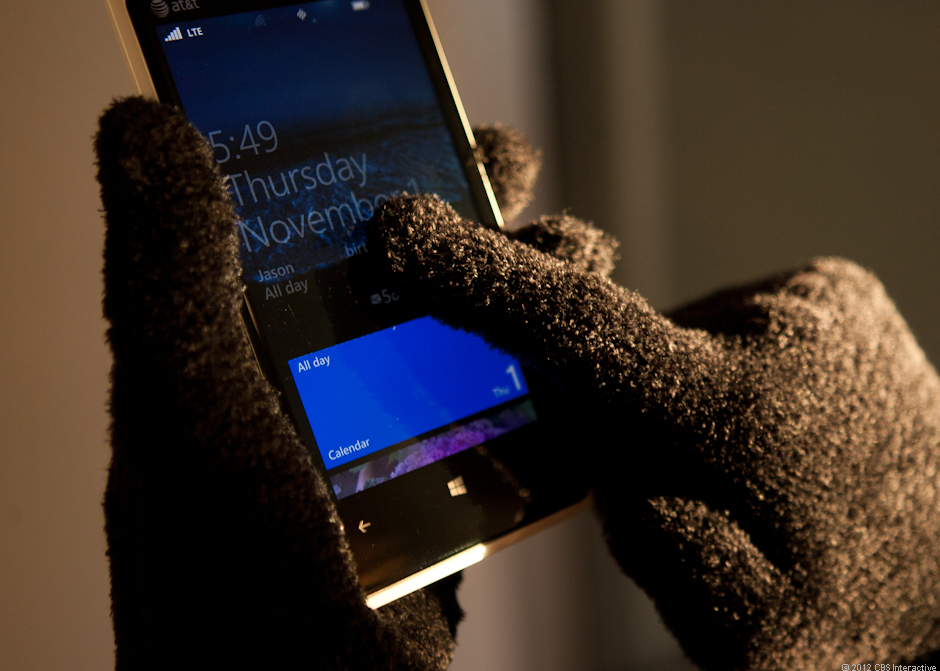 Using a gloved hand on the Nokia Lumia 920