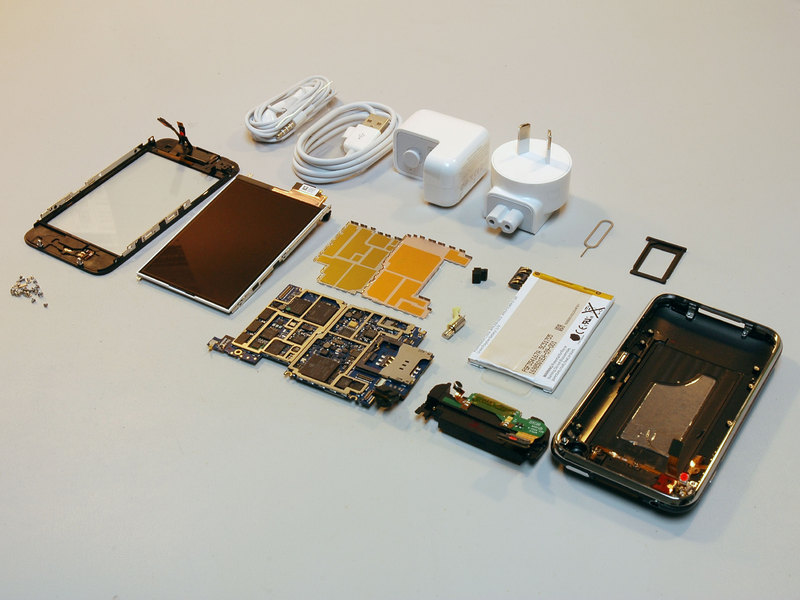iFixit takes the iPhone 3G apart