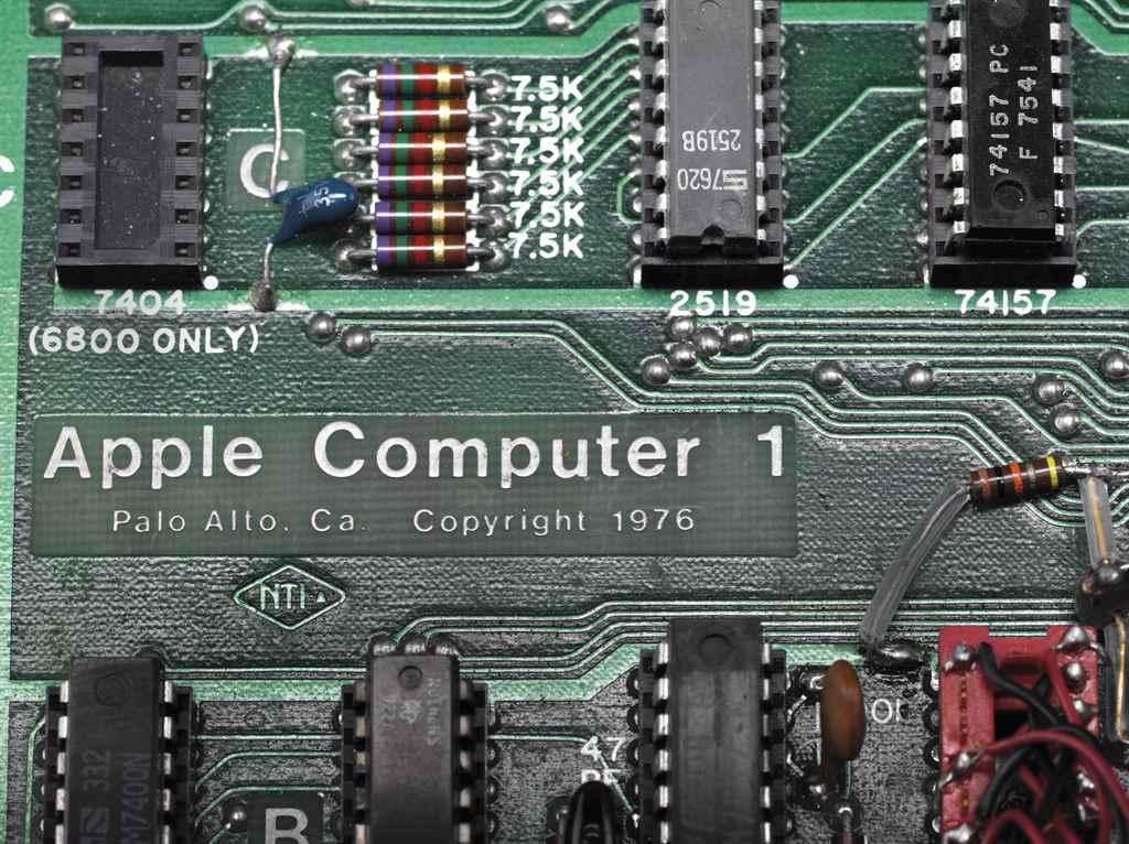 a-working-apple-1-personal-computer-palo-alto-1976-d6082916-003g
