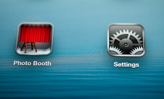Icons look vibrant, detailed, and crisp on the new iPad's Retina Display, according to CNET Reviews.