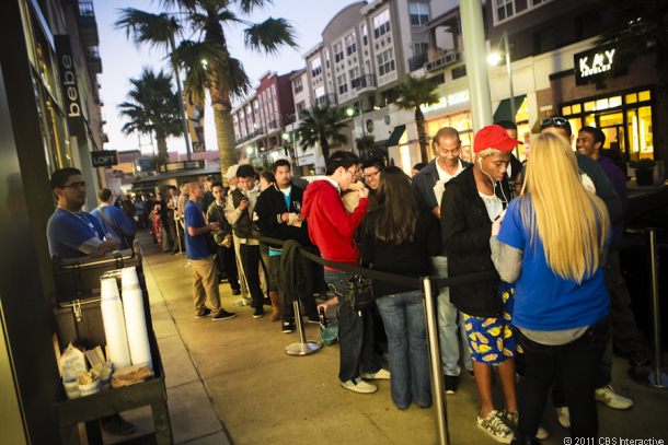 Apple Store, Emeryville, Calif., as people line up to buy the iPhone 4S.