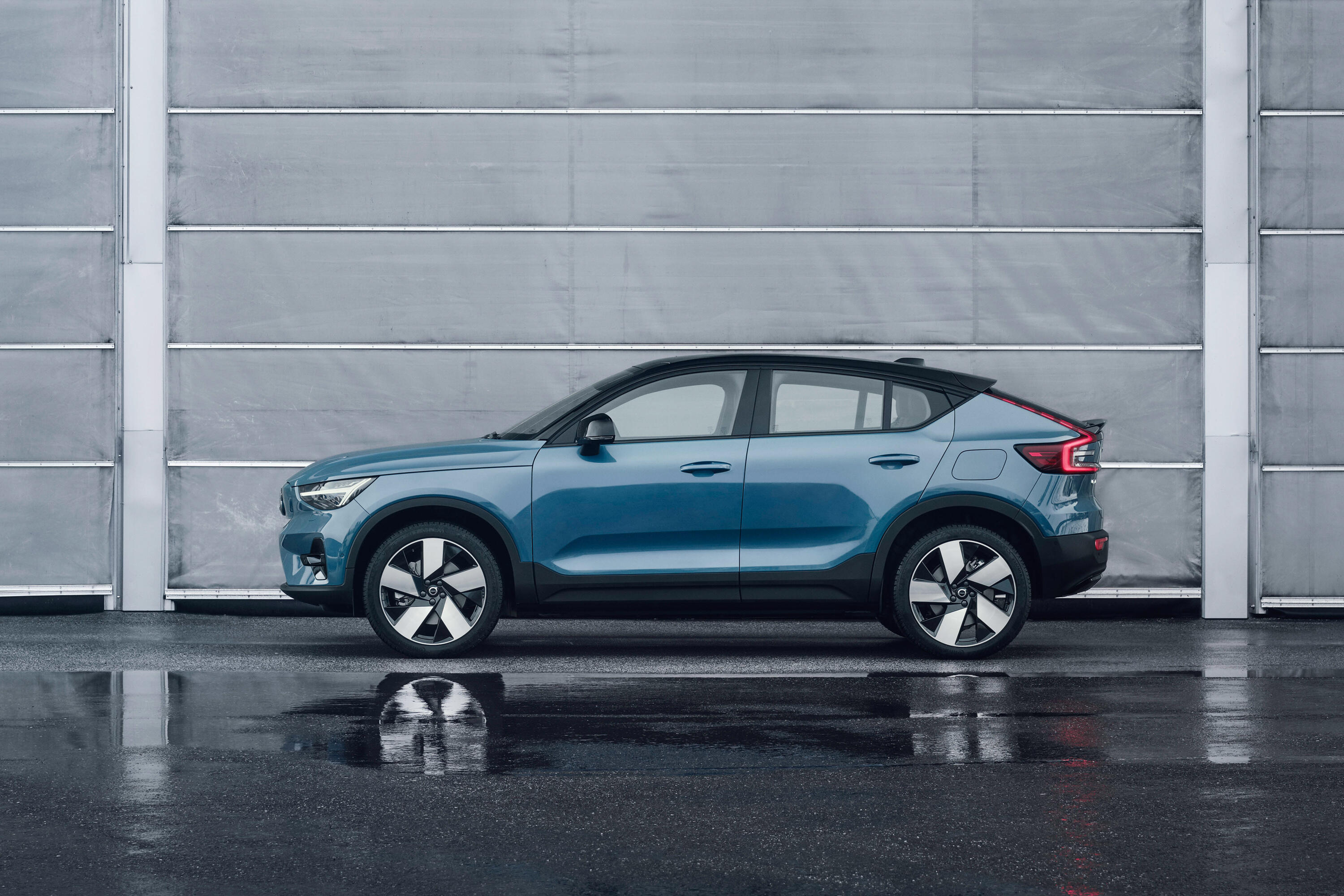 2022-volvo-c40-recharge-ev-crossover-coupe-112