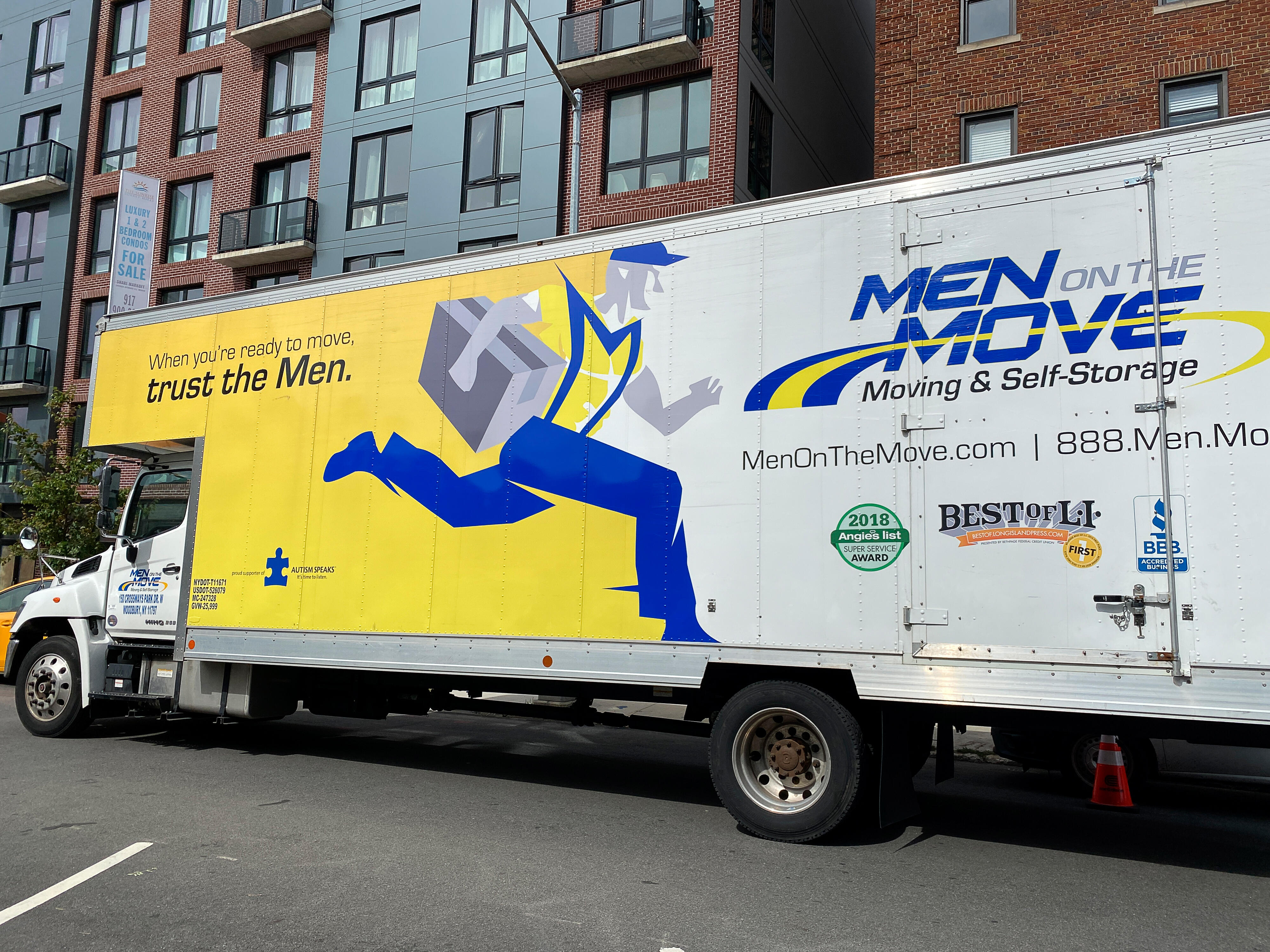 010-moving-truck-gettyimages-1273289396