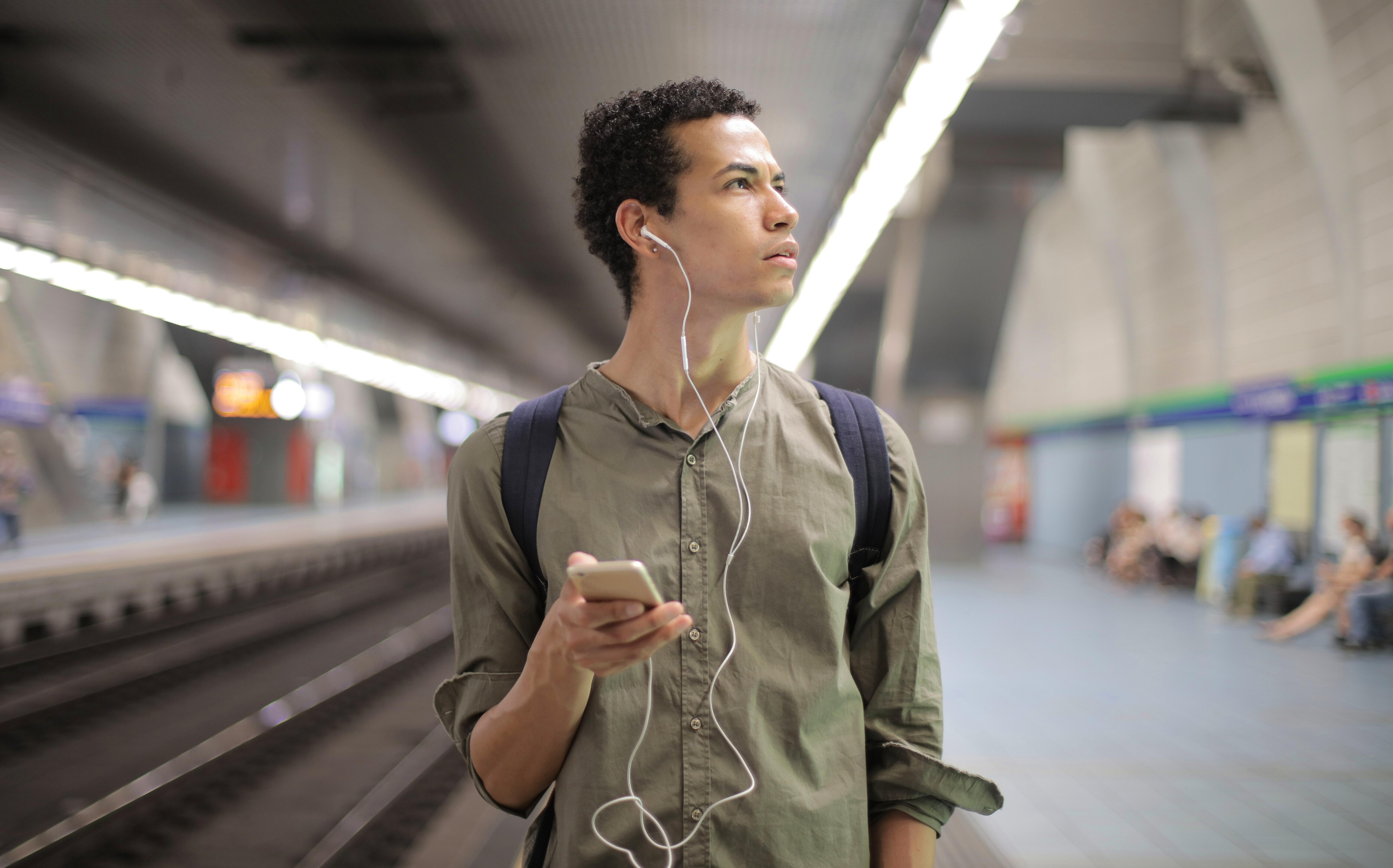Listening to podcasts on Spotify on your commute