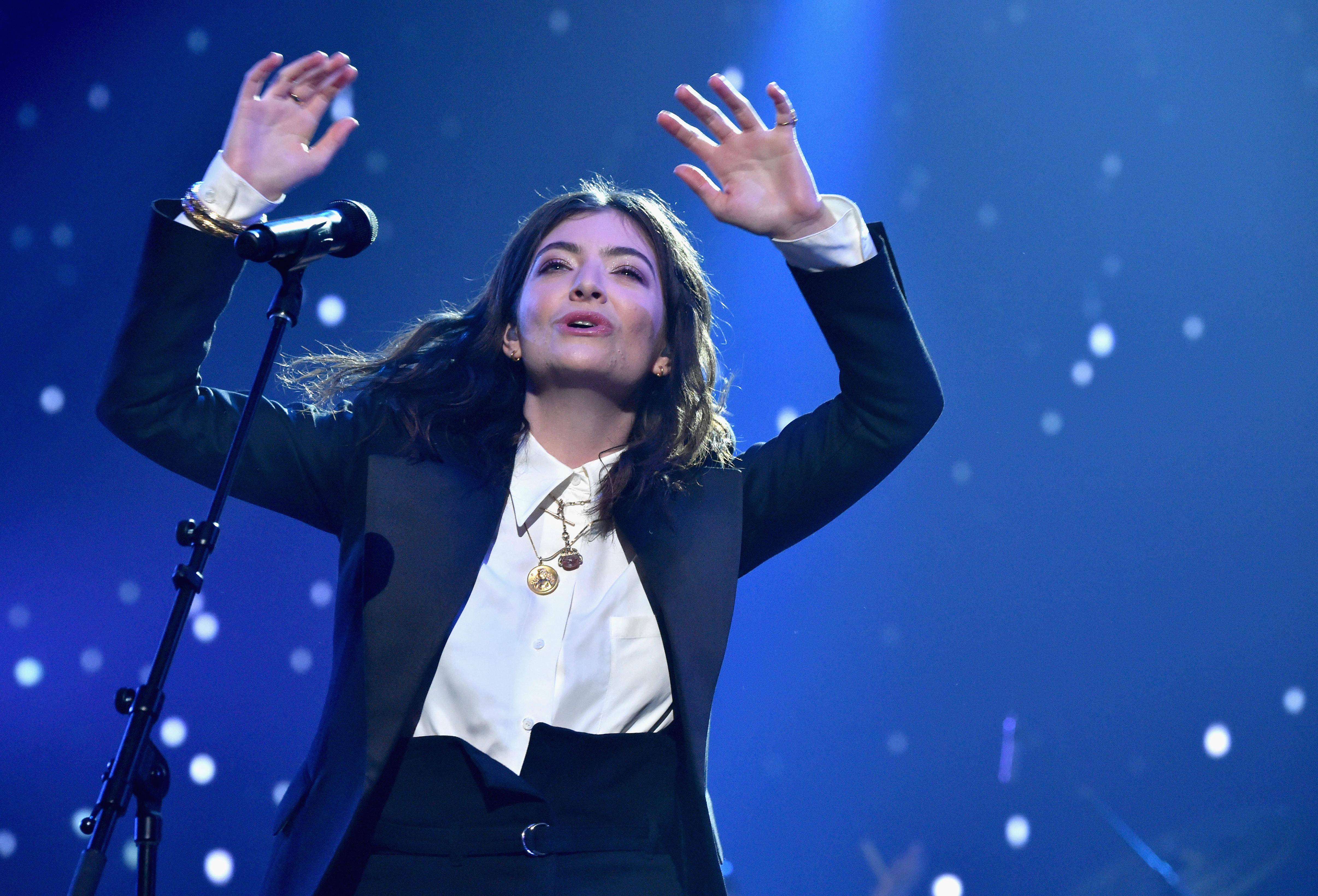 <p>Oh, Lorde. Is it that easy to become a star?</p>