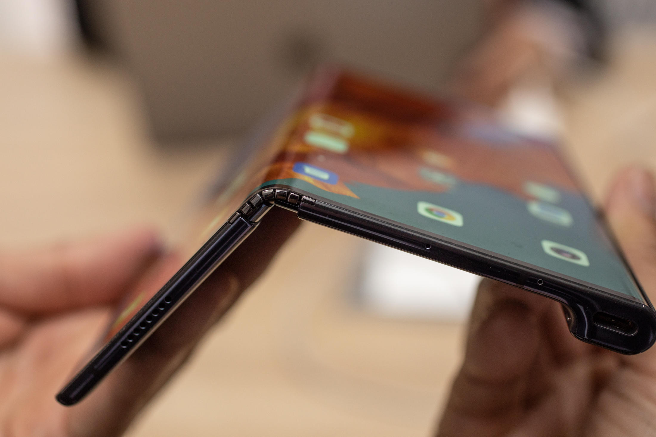 huawei-mate-x-hands-on-mwc-2019-15