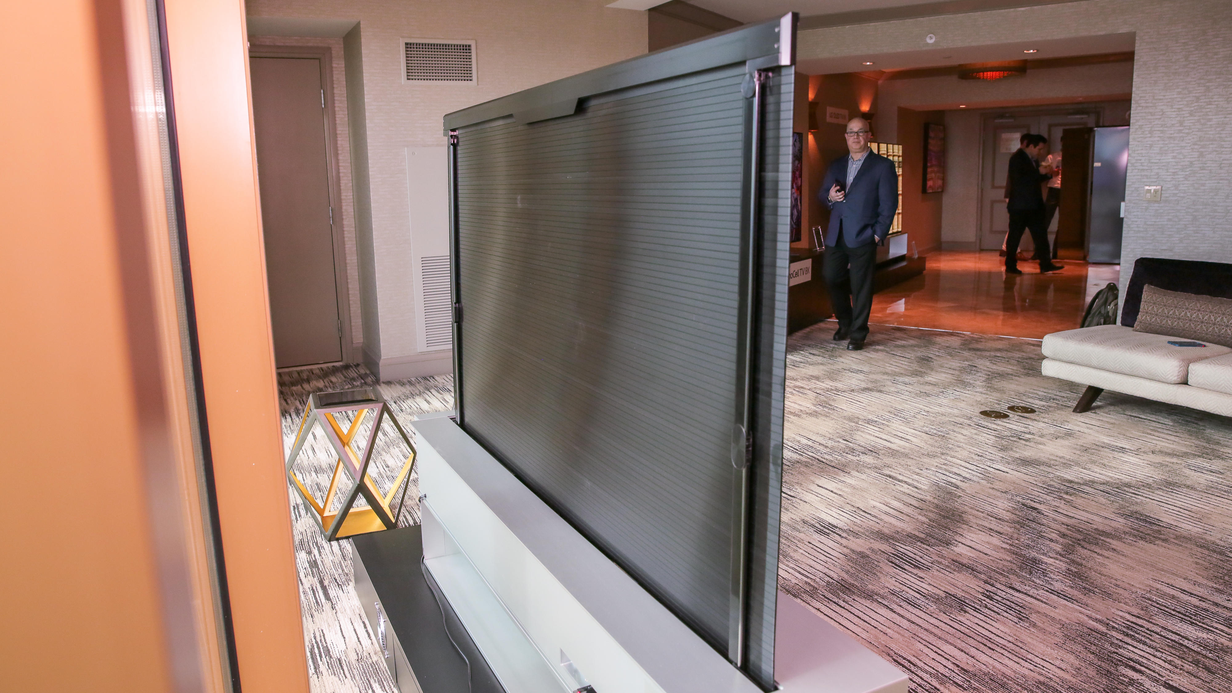 lg-rollable-oled-tv-05