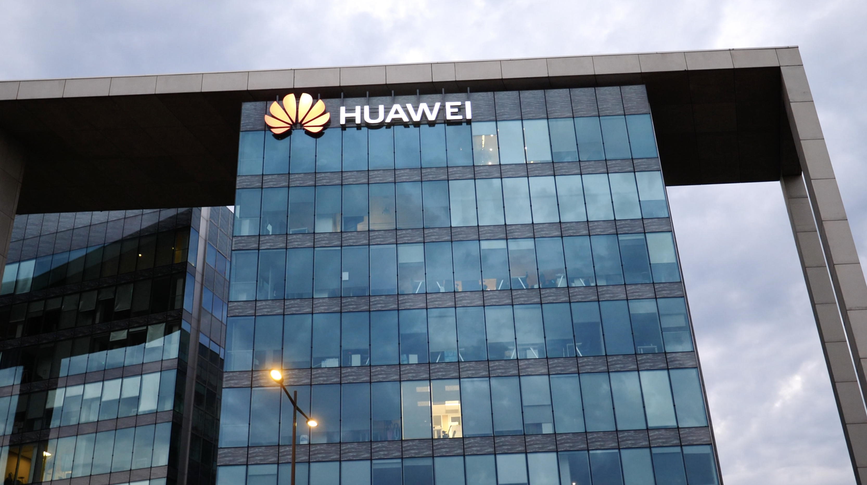 Video: FCC against Huawei, Snapchat removes speed filter