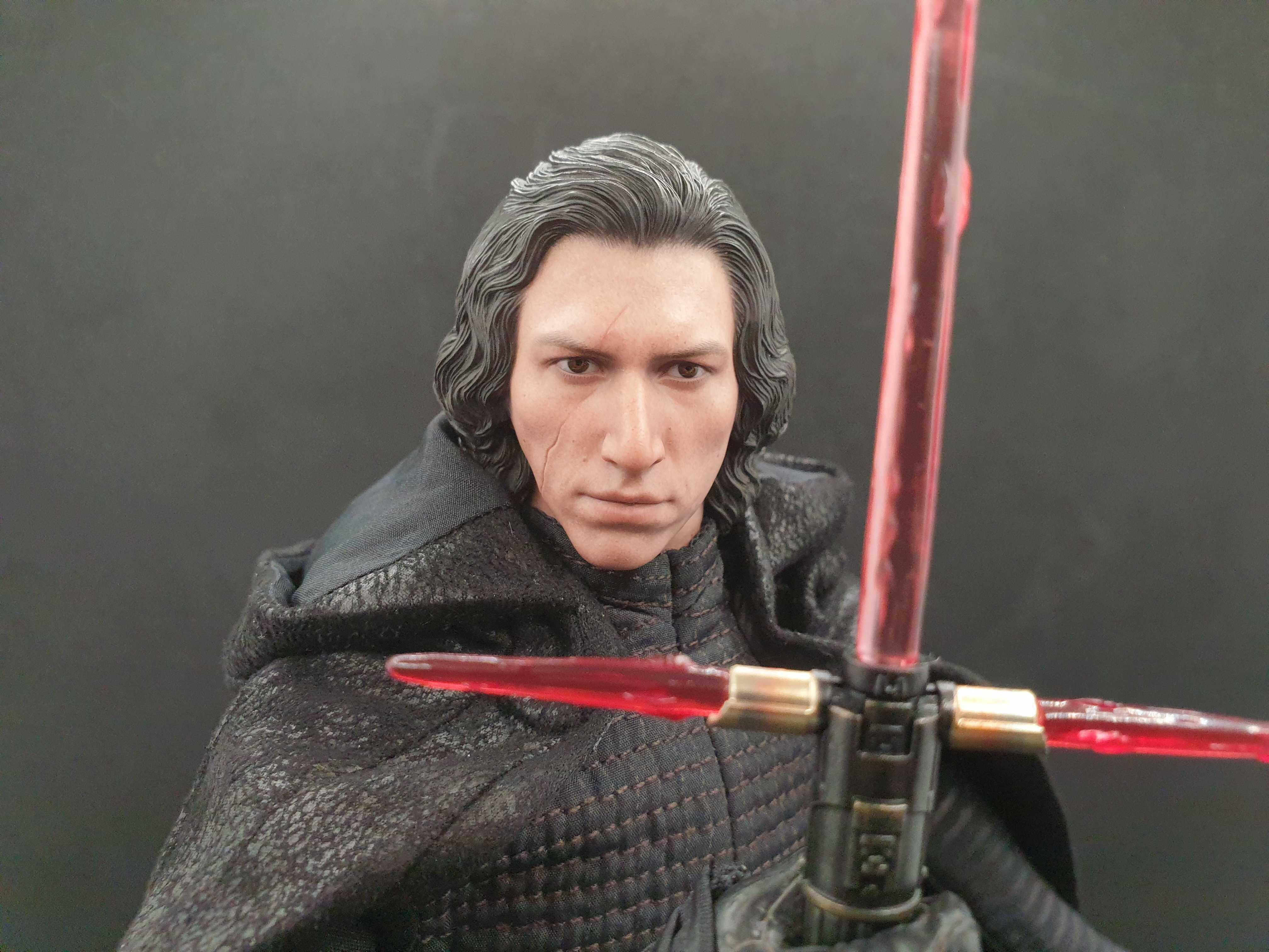 <p>Hot Toys' Kylo Ren from The Rise of Skywalker will look incredible on your Star Wars shelf.</p>