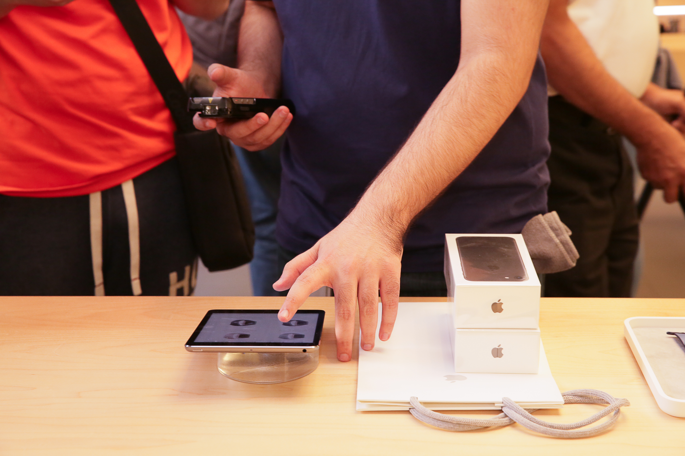 iphone-7-nyc-launch-day-cube-10.jpg