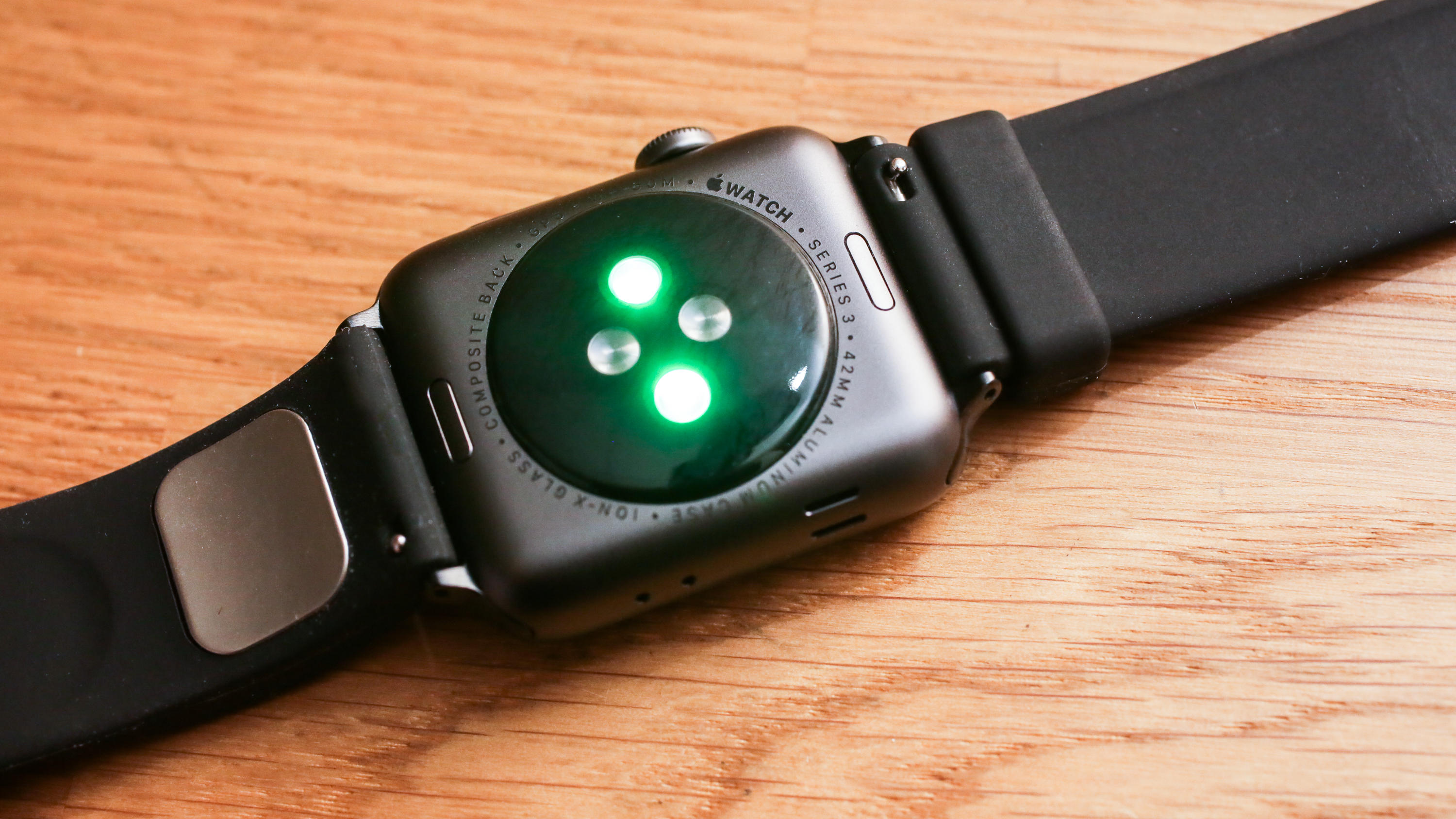 06-alivecor-kardia-band-for-apple-watch