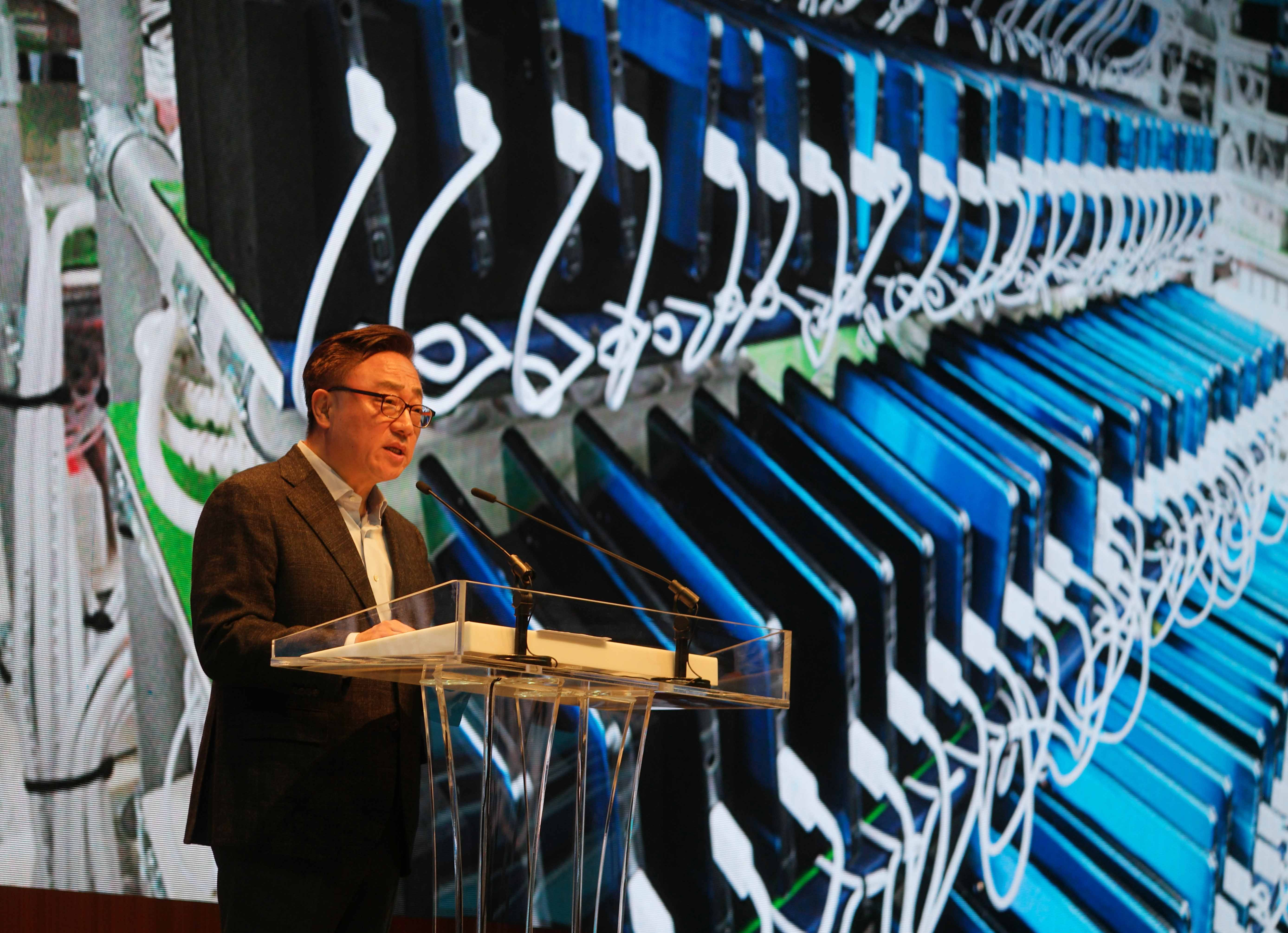 <p>SAMSUNG CSC</p><p>Samsung Galaxy Note 7 press conference</p><p>DJ Koh Samsung President of Mobile Communication Business</p>