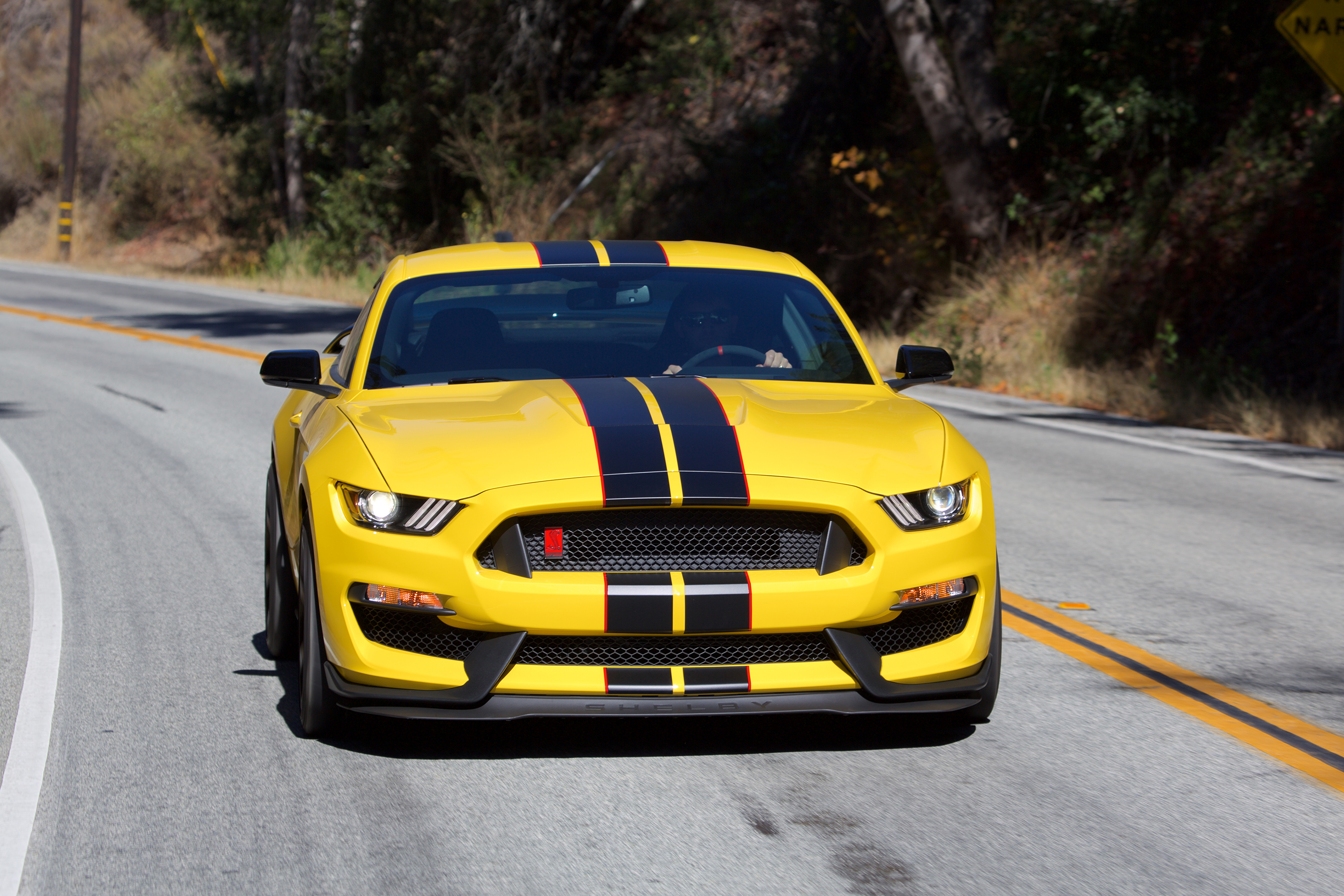 ford-shelby-gt350r-mustang-1.jpg