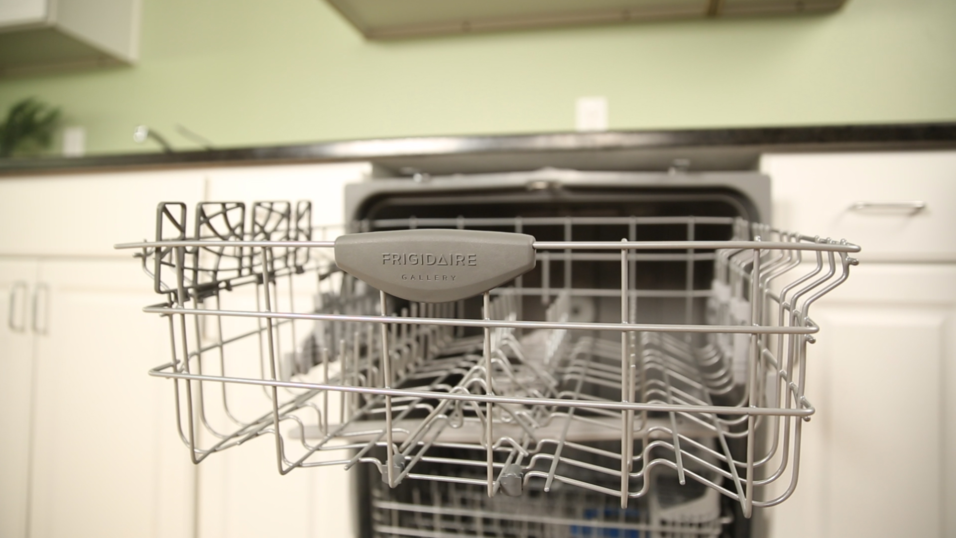 Video: Frigidaire's top rack bottoms out