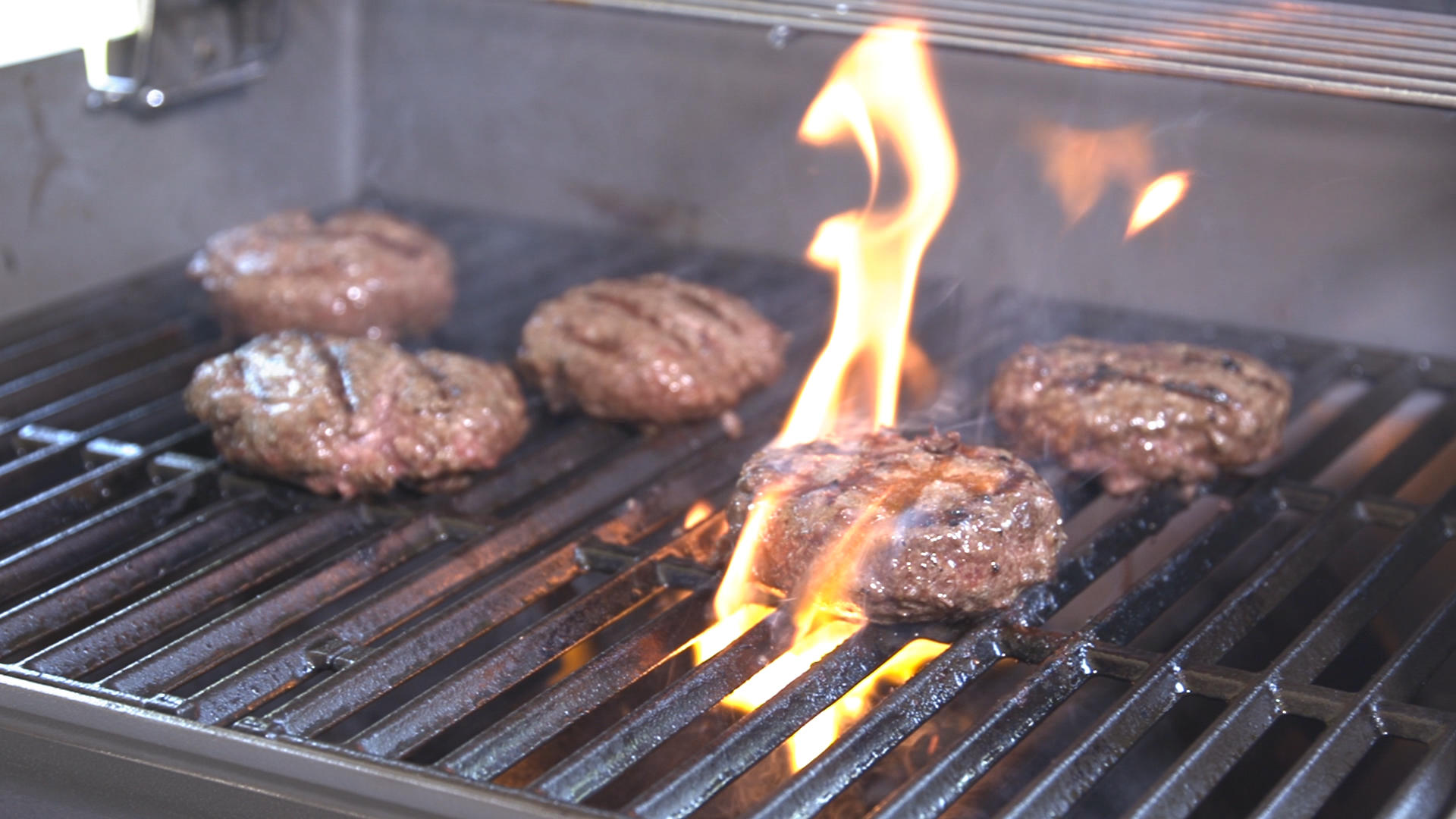 Video: Testing gas grills at the CNET Smart Home