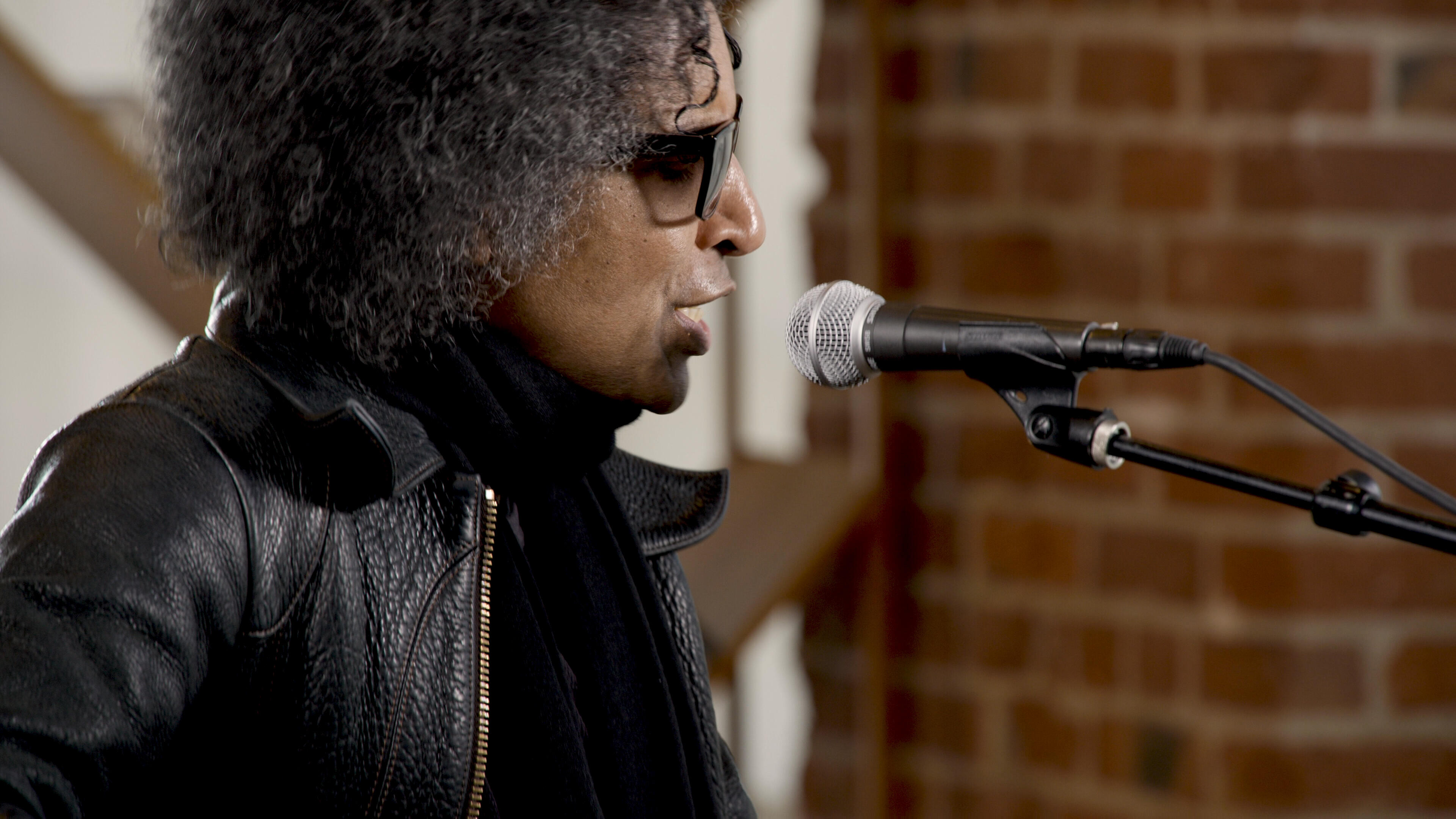 Video: William DuVall performs Strung Out on a Dream
