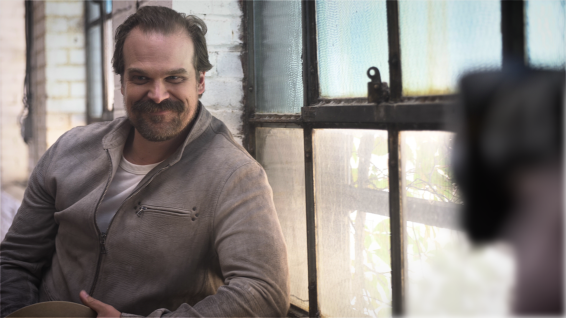 Video: David Harbour shows he's not afraid to have a good laugh