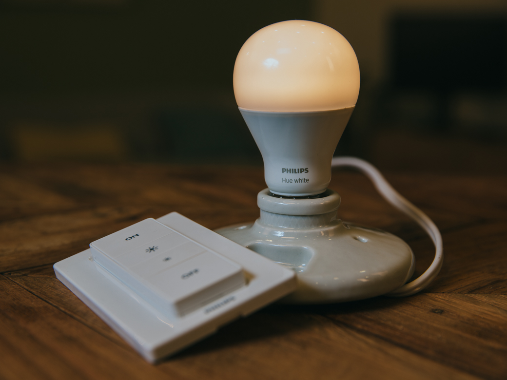 philips-hue-wireless-dimming-kit-product-photos-1.jpg