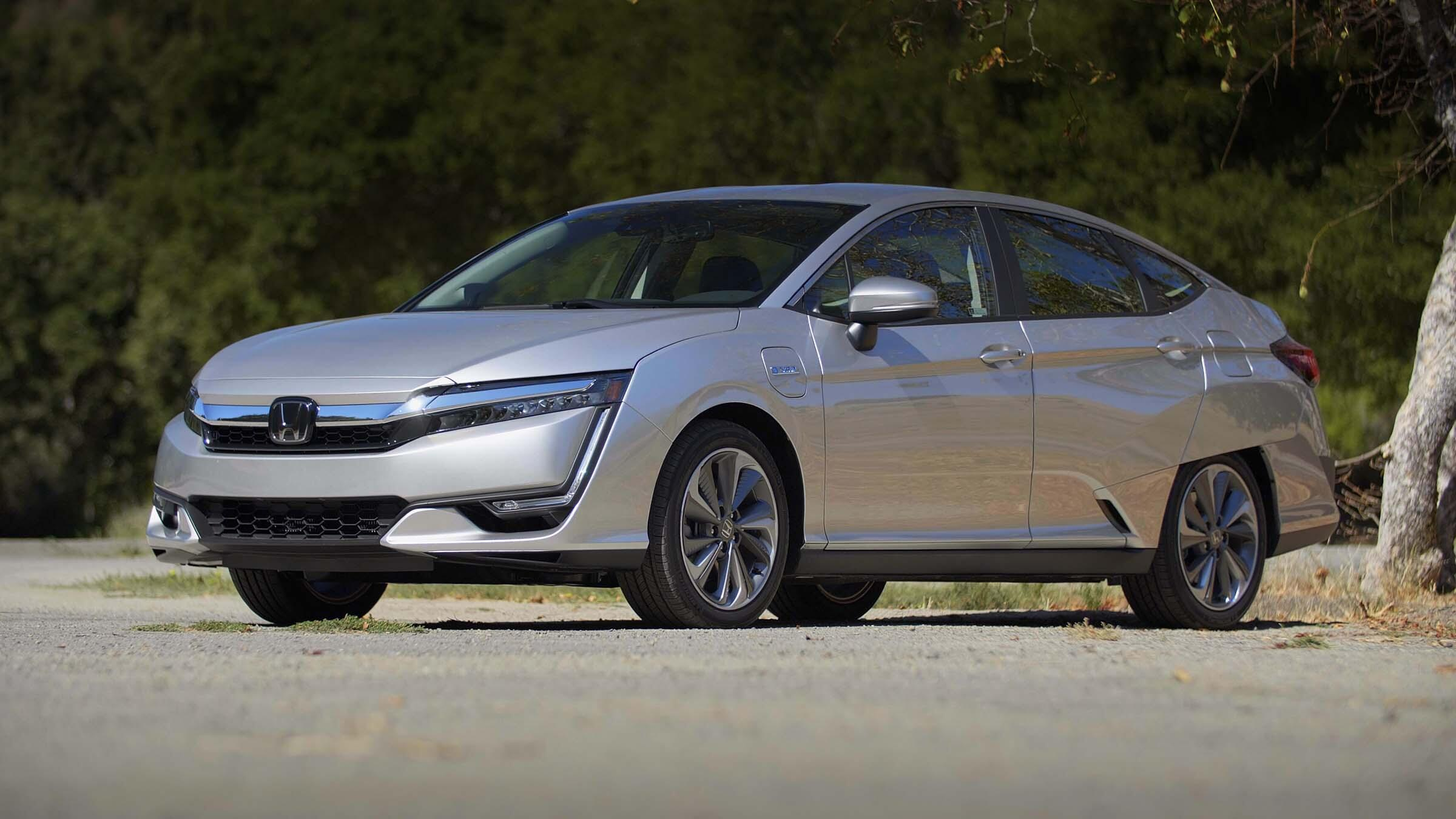 Video: 2019 Honda Clarity PHEV: Fuel-efficient and flexible