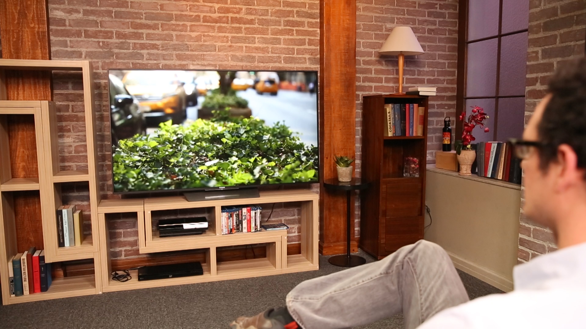 Video: Sleek Sony TV sports Android smarts, lags behind in picture quality