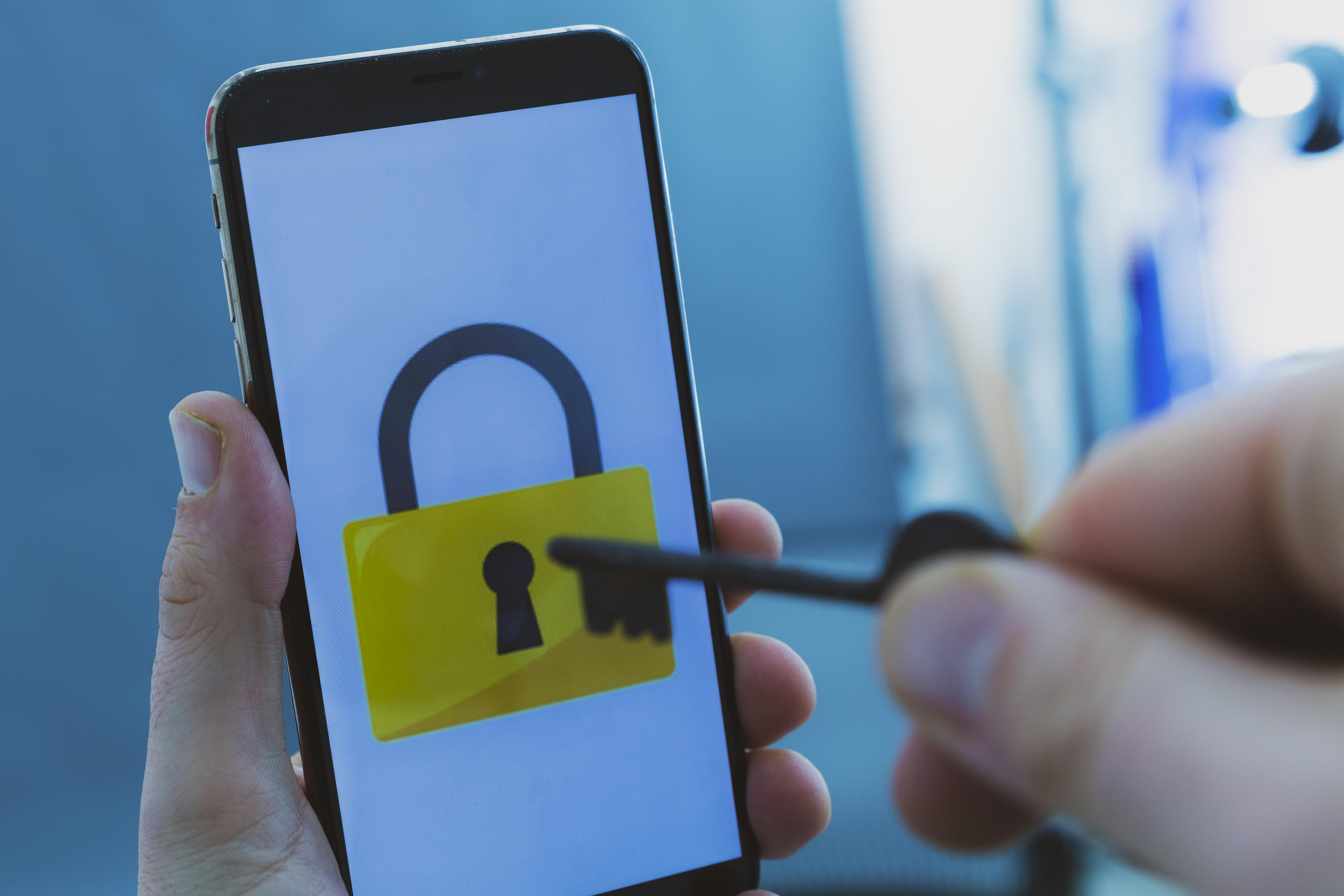 data-privacy-security-hackers-hacking-unlock-iphone-0996