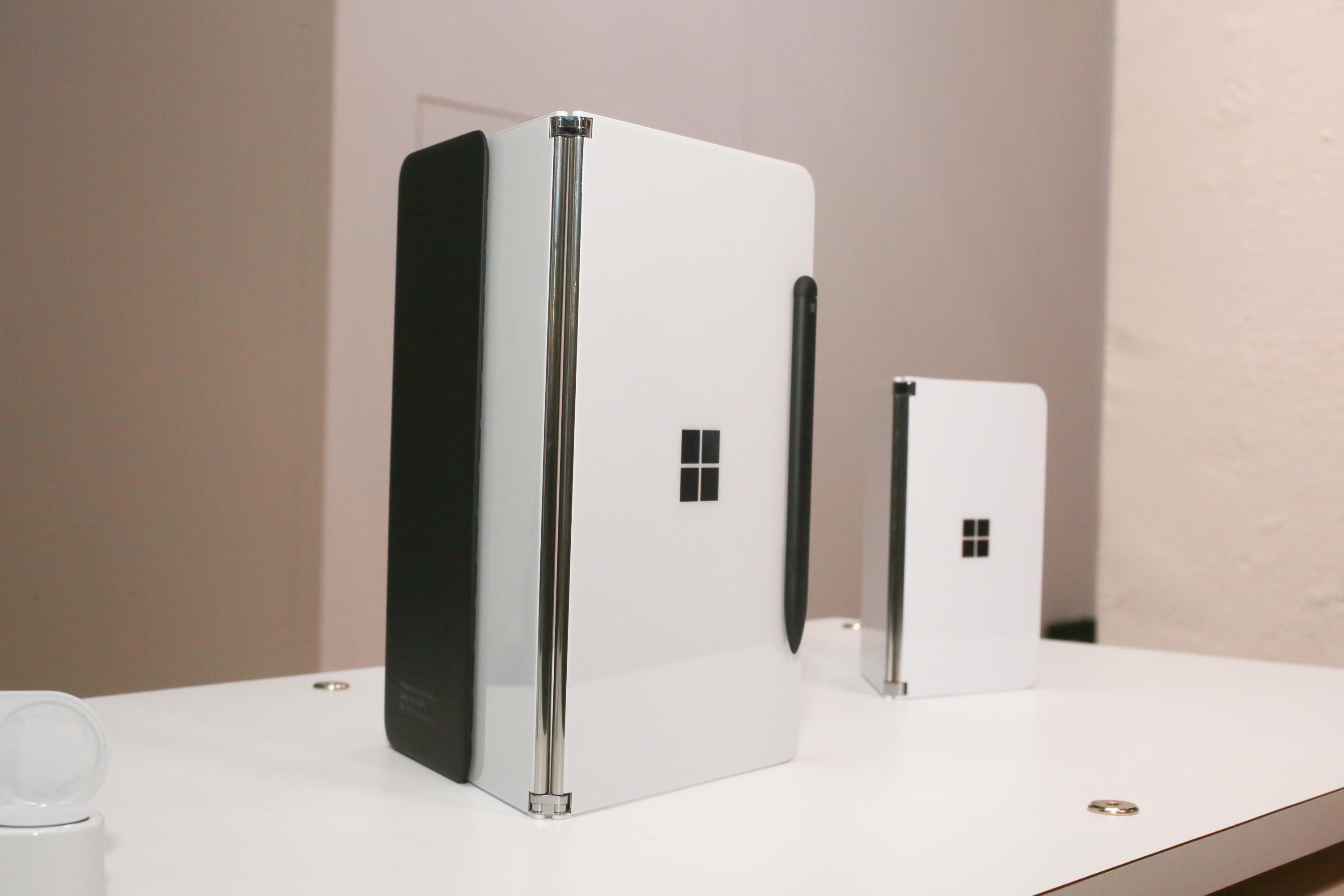 008-microsoft-surface-neo-and-surface-duo