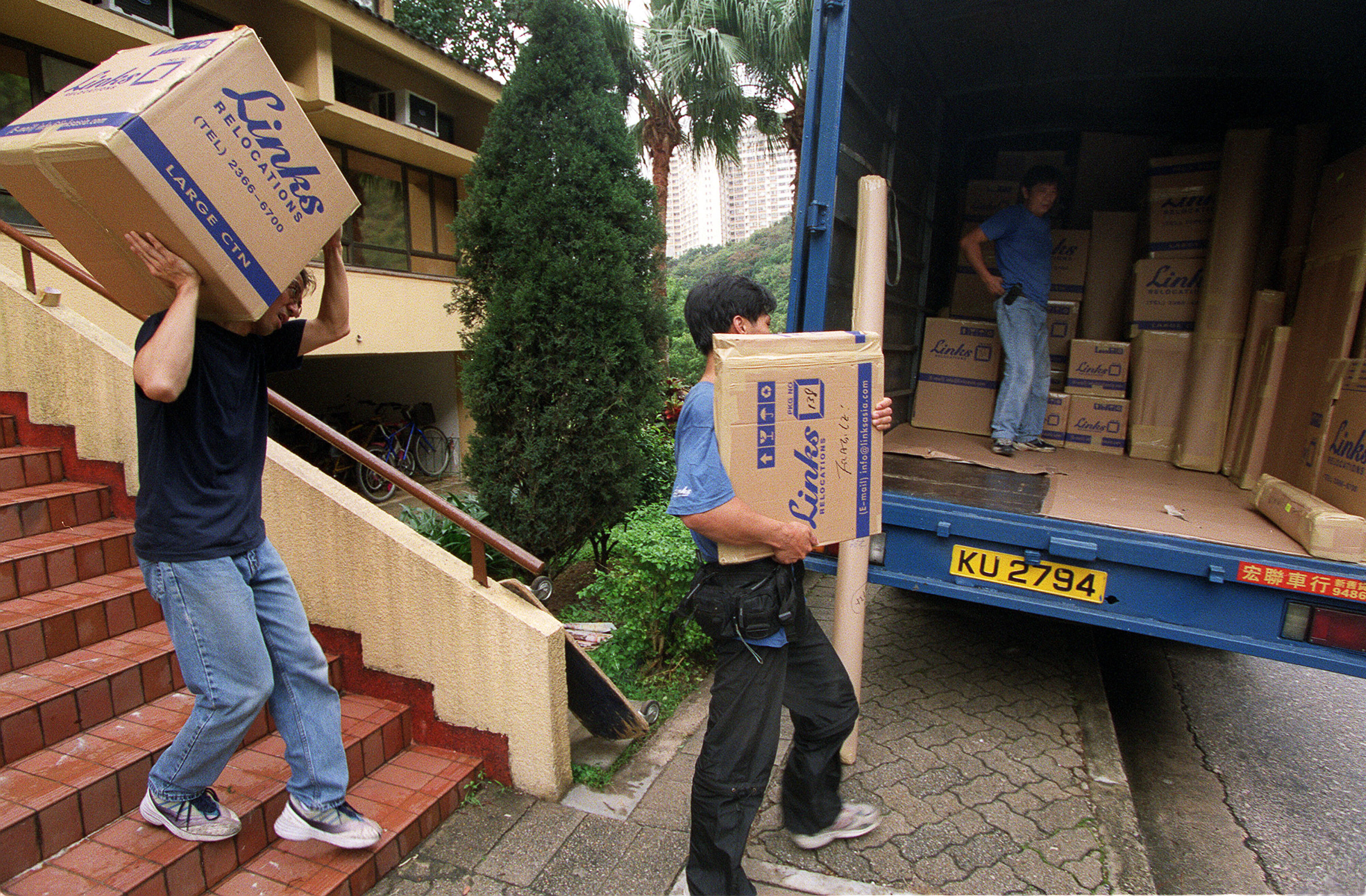 001-cnet-finance-mortgage-moving-boxes