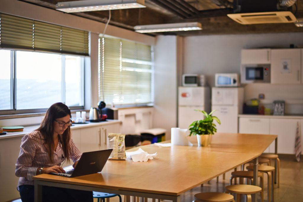Women in tech have stronger skills than men, according to a Brookings Institution report.