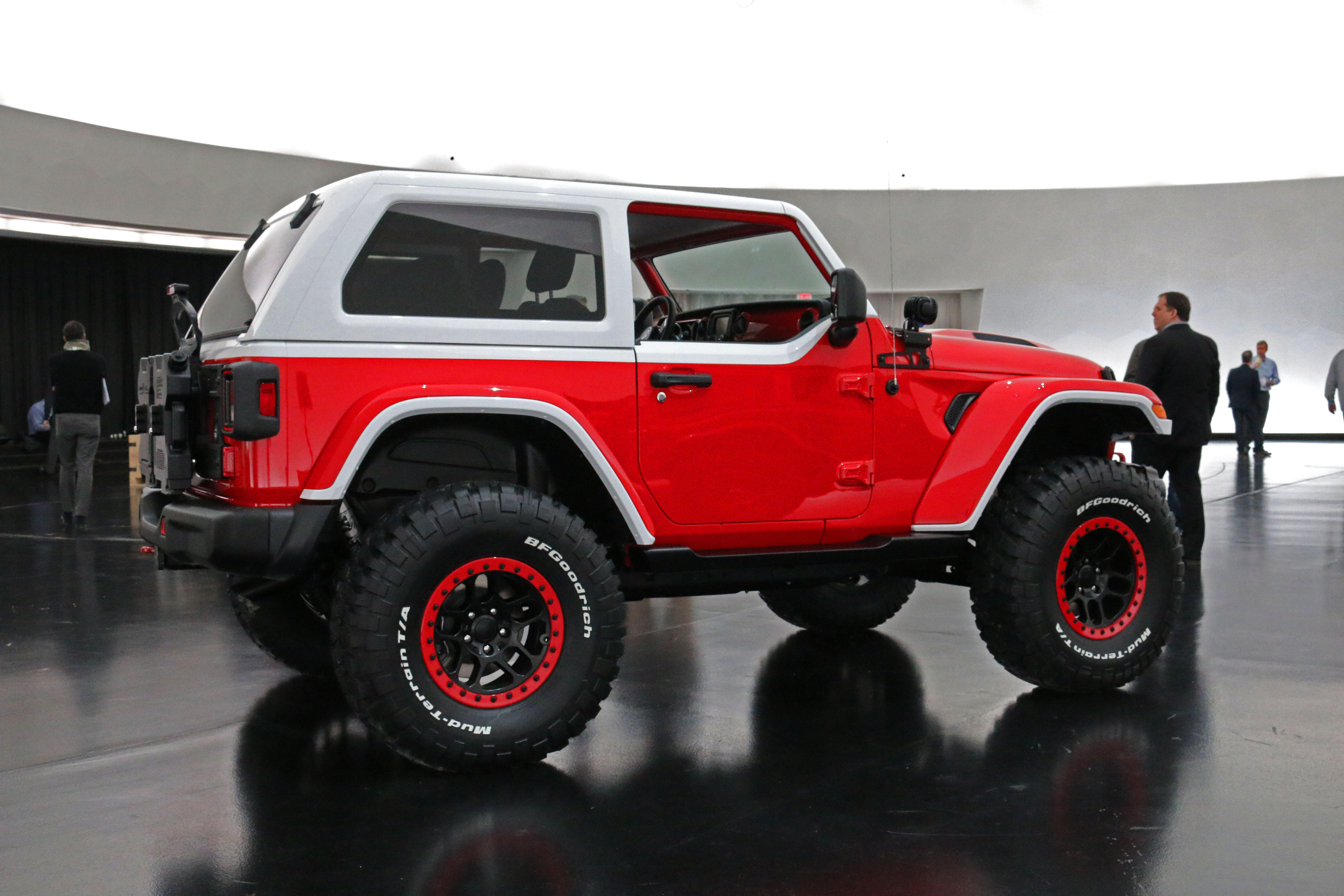 jeep-jeepster-concept-13