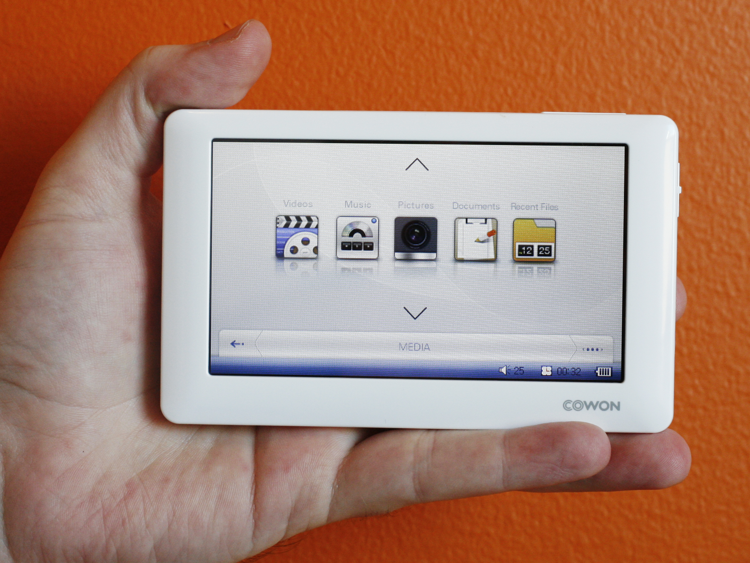 Photo of the Cowon O2 video player.