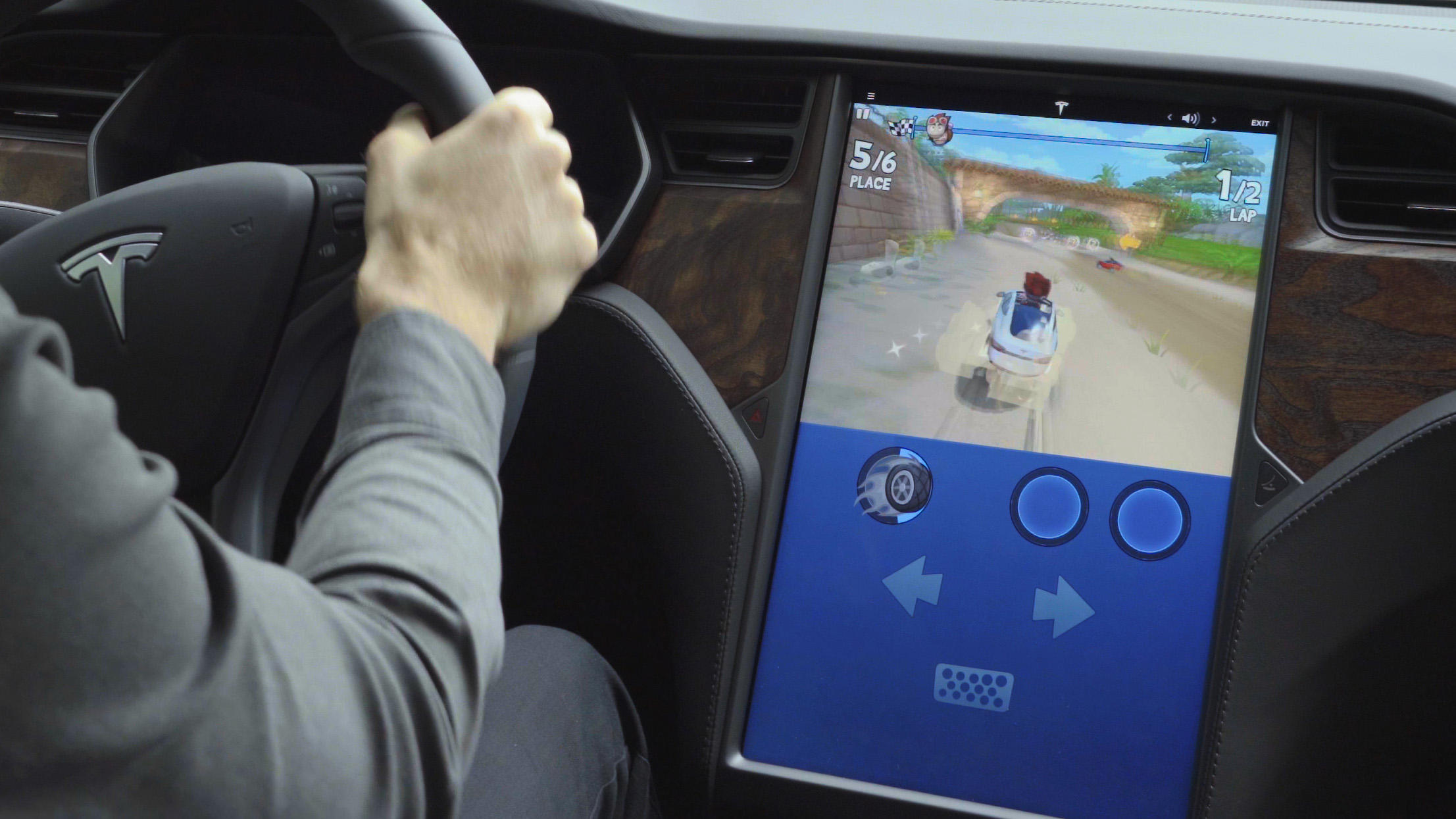 Video: Tesla Arcade just made in-car gaming way more fun
