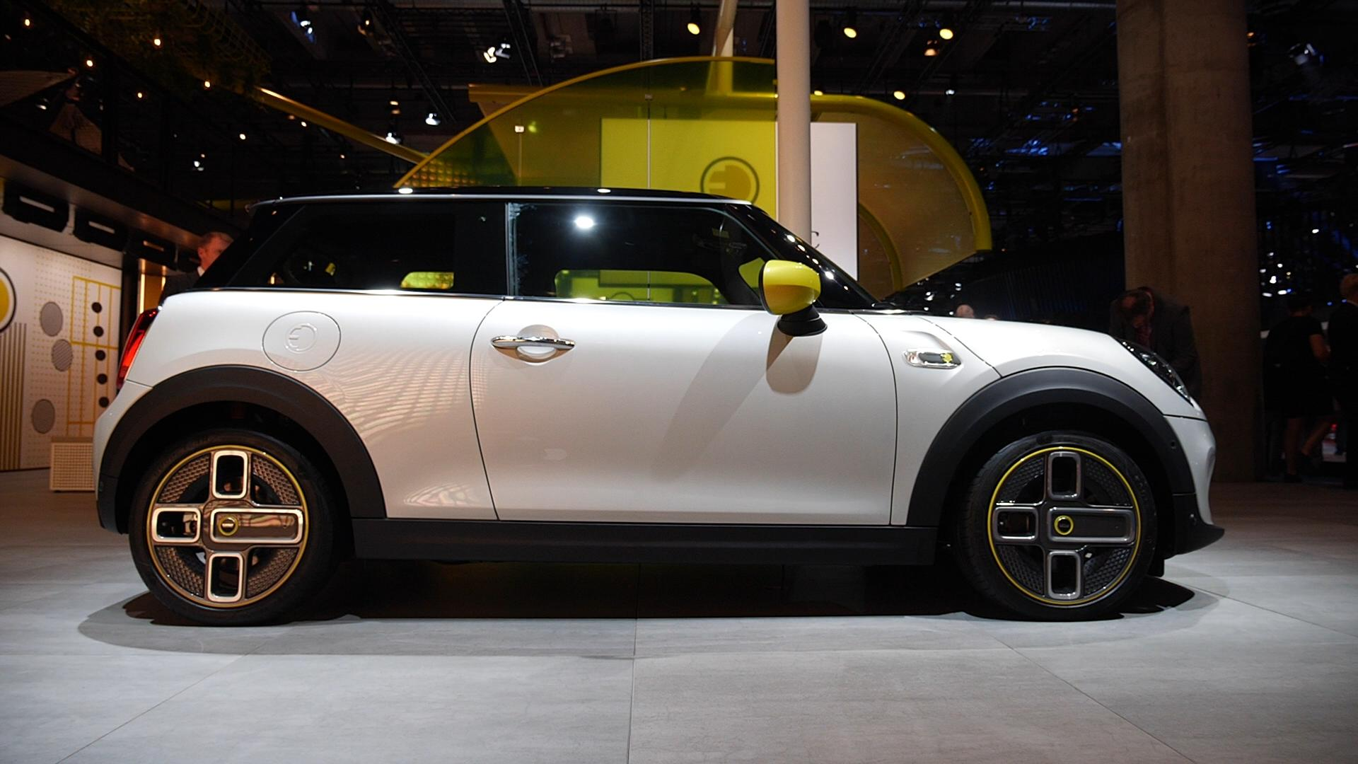 Video: Mini goes electric with the SE at the Frankfurt Motor Show
